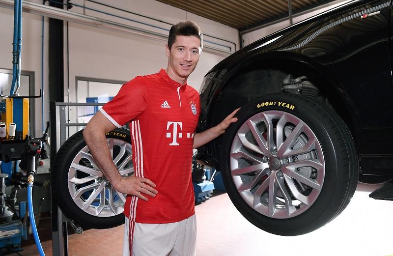 Lewandowski legt Wert auf ein Profil mit einem guten Grip – bei Fußballschuhen und bei Autoreifen.