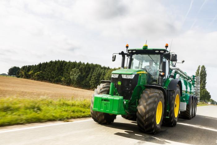 John Deere 7R Series tractor sets a new fluid efficiency