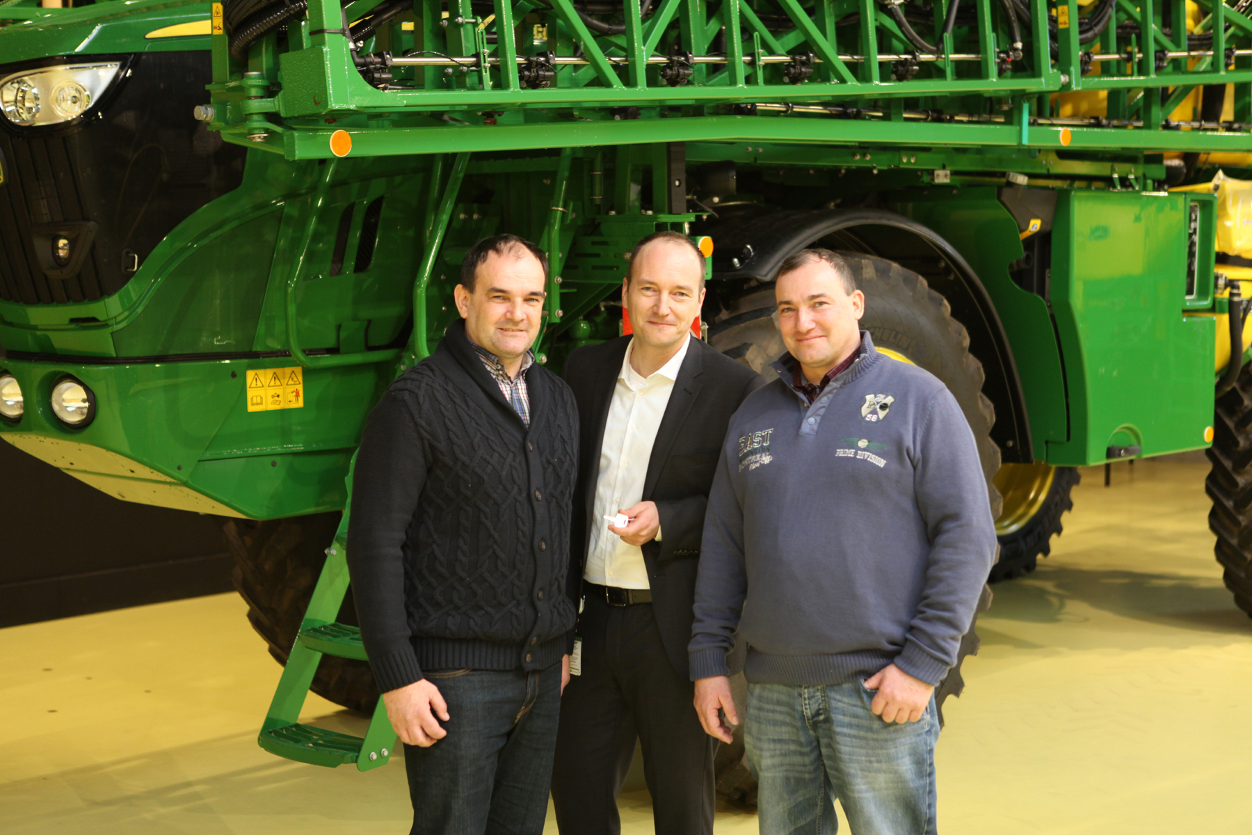 The Gold Key for John Deere Horst's 1000th self-propelled sprayer was handed over by factory manager Matthias Steiner to Czech customers Miloslav and Zdenek Lukas at the new visitor centre in February 2017.