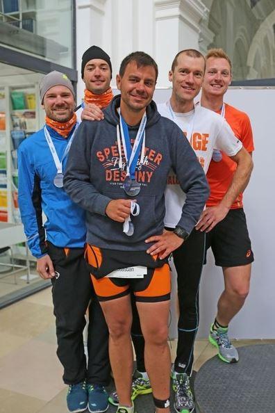 Der 2. Platz in der Firmenwertung der Olympischen Distanz des Hamburg Wasser Health Cup 2015 ging an STILL. Im Bild: Bastian Badenhorst, Carsten Henneick, Sebastian Schlegel, Etienne Junot und Martin Schmidt. (v.l.n.r.)