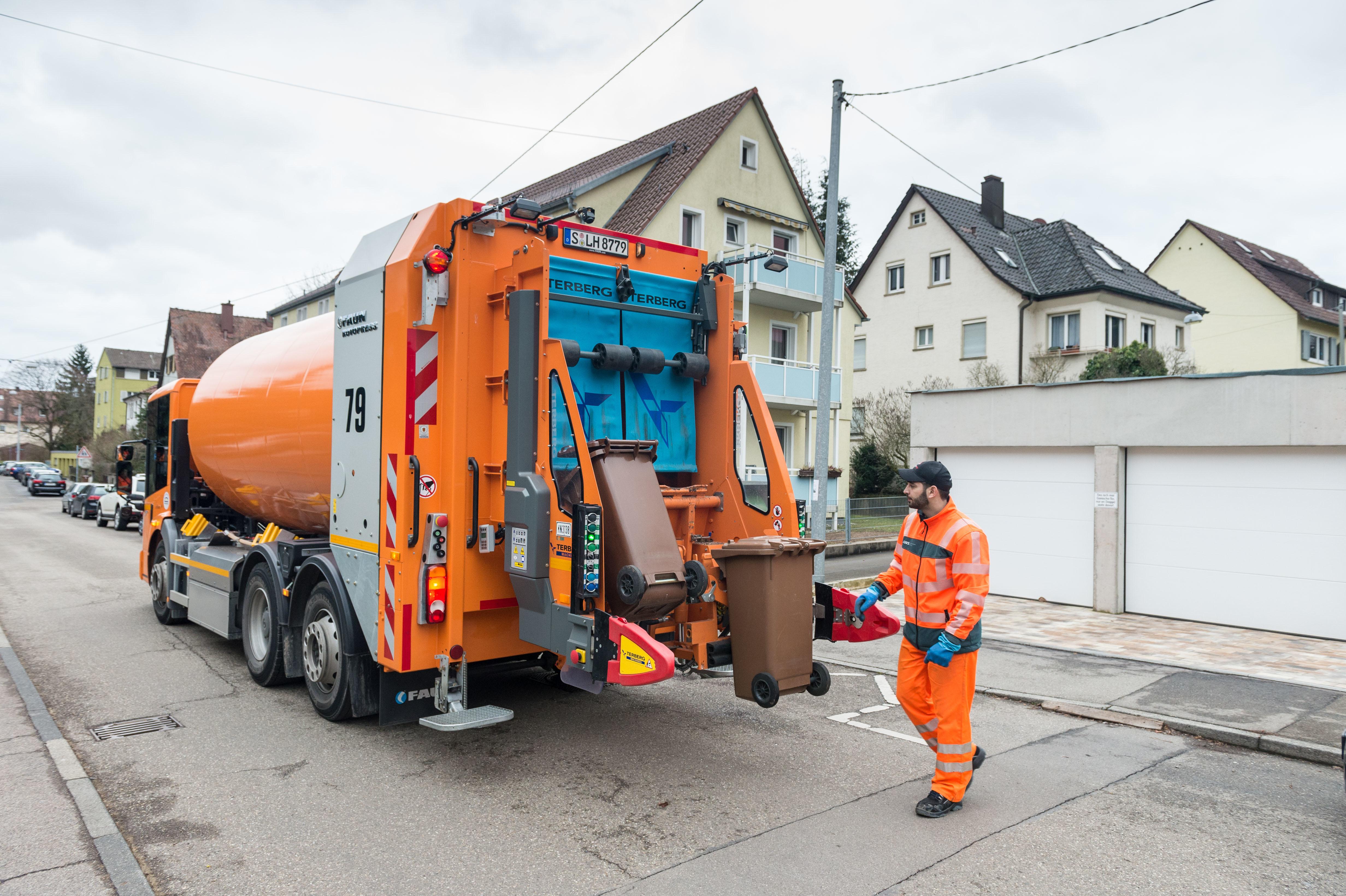 Der Mercedes-Benz Econic NGT im Einsatz bei AWS Abfallwirtschaft Stuttgart.