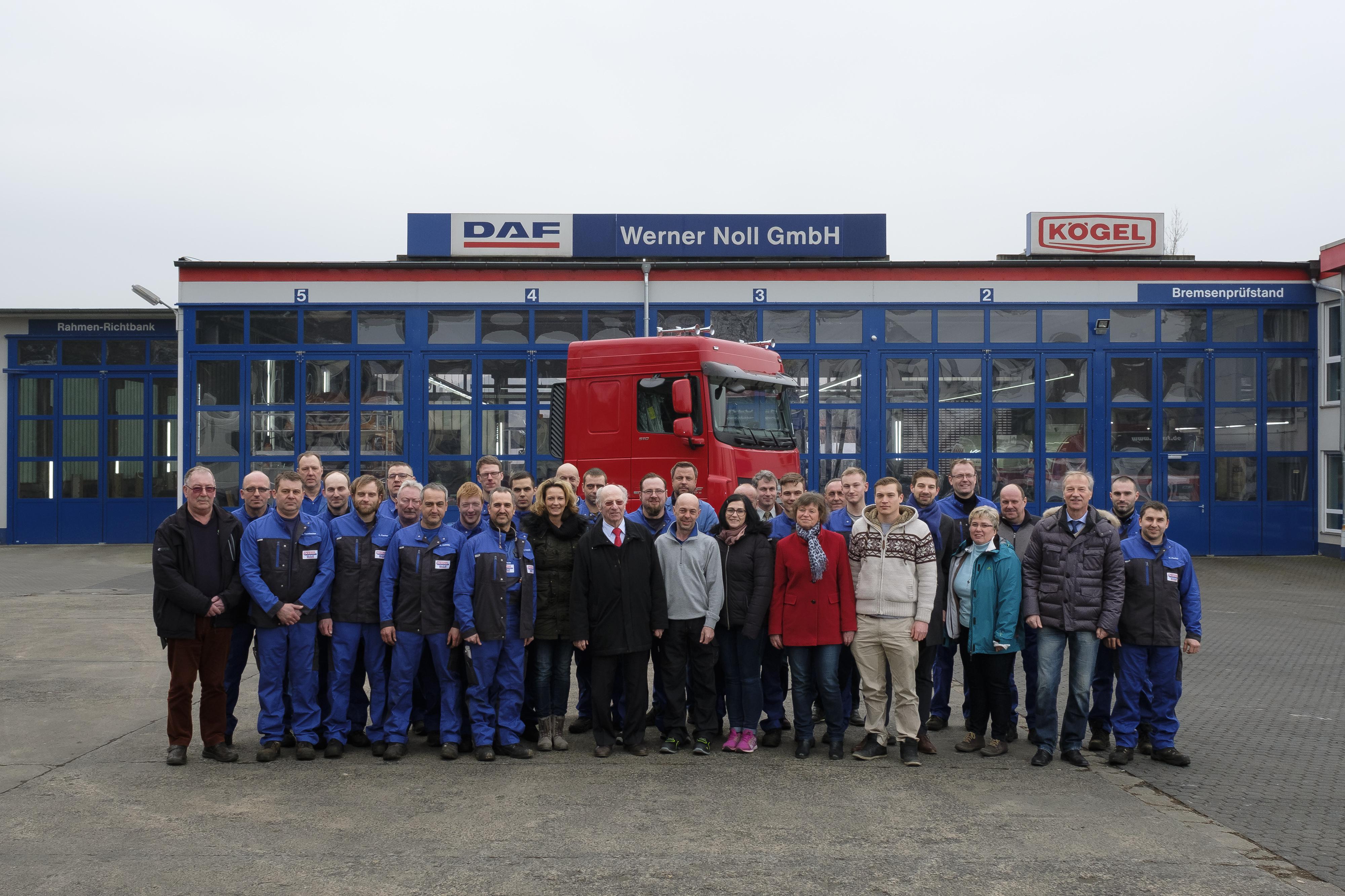 Das stolze Team der Werner Noll GmbH freut sich über den  2. DAF Dealer Excellence Award