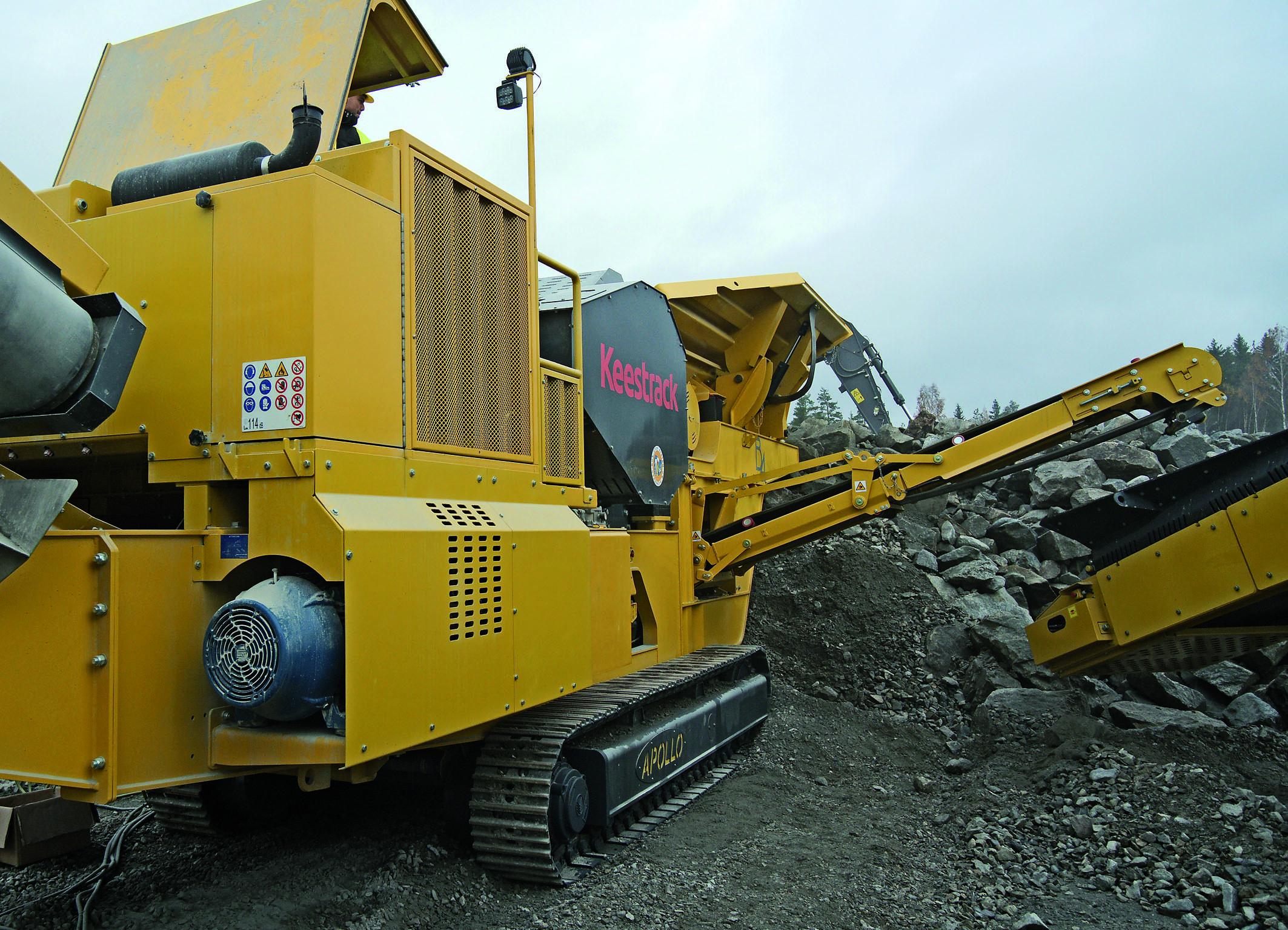 Der Keestrack B4e besitzt eine zusätzliche E-Motor/Hydraulikeinheit zur Versorgung der installierten Hydraulik-Antriebe. Abbildungen: Keestrack