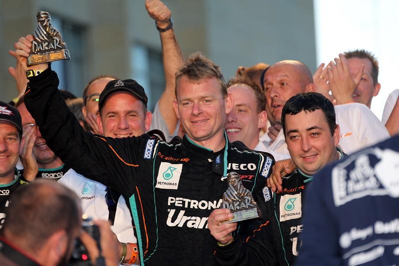 Der Niederländer Gerard De Rooy freut sich über den dritten Platz bei der Rallye Dakar 2017.