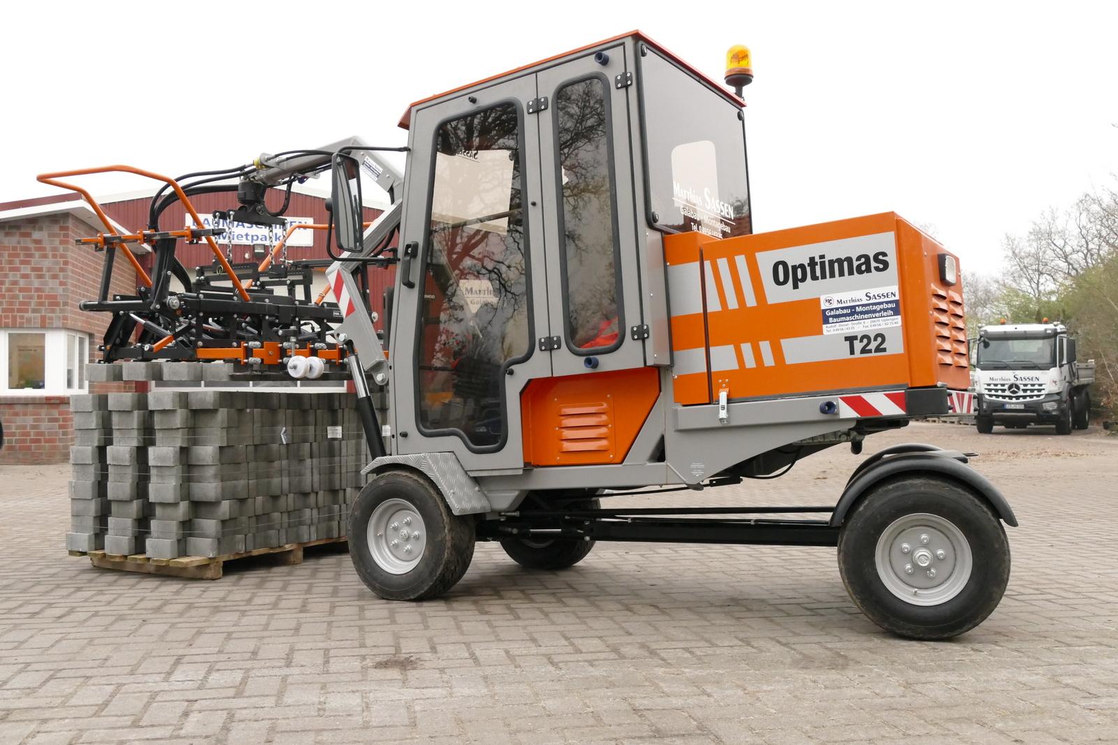 Die neue Optimas T 22 Pflasterverlegemaschine ist für mittlere Einsatzgrößengedacht. Bei der Firma Matthias Sassen wird sie bereits erfolgreich genutzt.