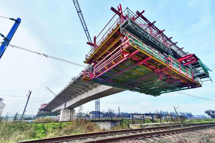 Noch besseren Kundenservice bietet PERI für den Ingenieurbrückenbau. Für Freivorbauprojekte beispielsweise sichert das Unternehmen beste Kundenbetreuung über den gesamten Projektverlauf aus einer Hand.