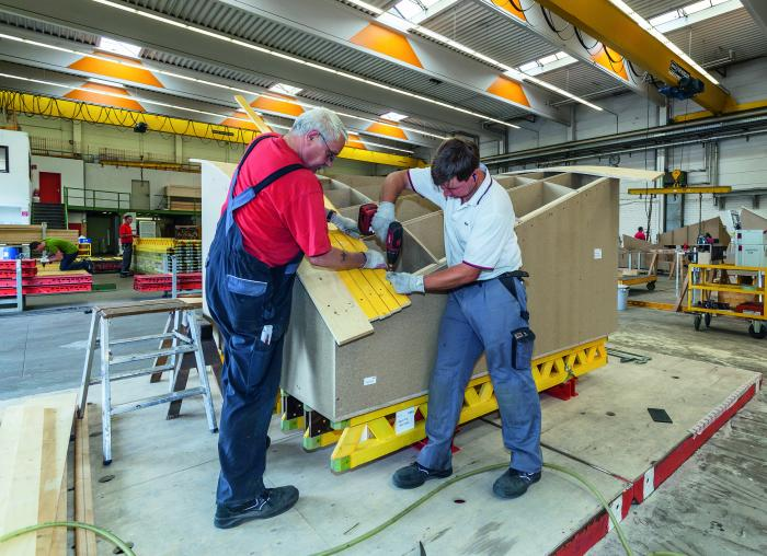 Aktuell werden in der Weißenhorner Schalungsmontage mehr als 3.000 Freiformschalungskörper für das V & A Museum in Dundee hergestellt.