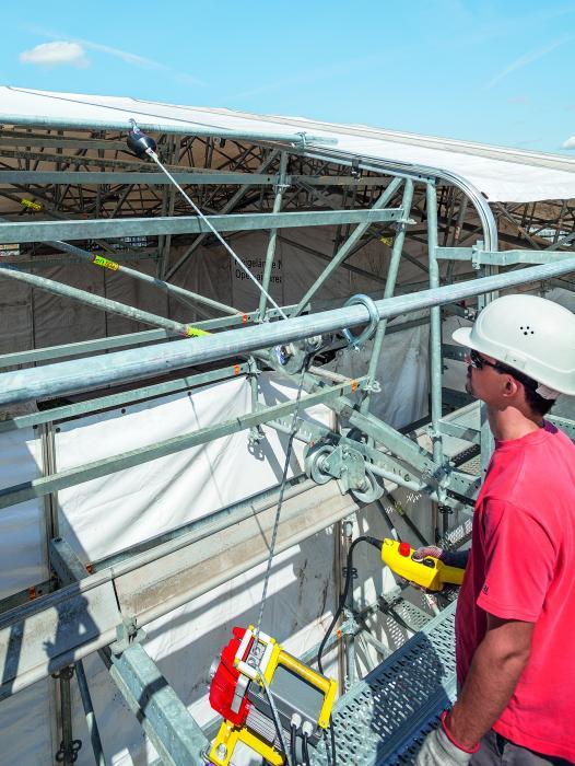 Das bewährte Wetterschutzdach wird um weitere Komponenten ergänzt – darunter ein Elekotromotor zum Einziehen der Planen.