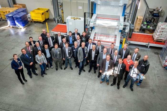 Zufriedene Gäste – der 'Technik-Tag der deutschen Zementindustrie', den BEUMER veranstaltet hat, war ein voller Erfolg.