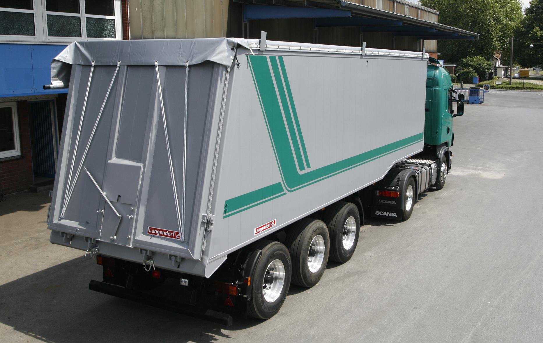 Perfekt für leichte und volumige Schüttgüter, exakt auf die Bedürfnisse des Agrarsektors angepasst – die Aluminium-Großraummulde.