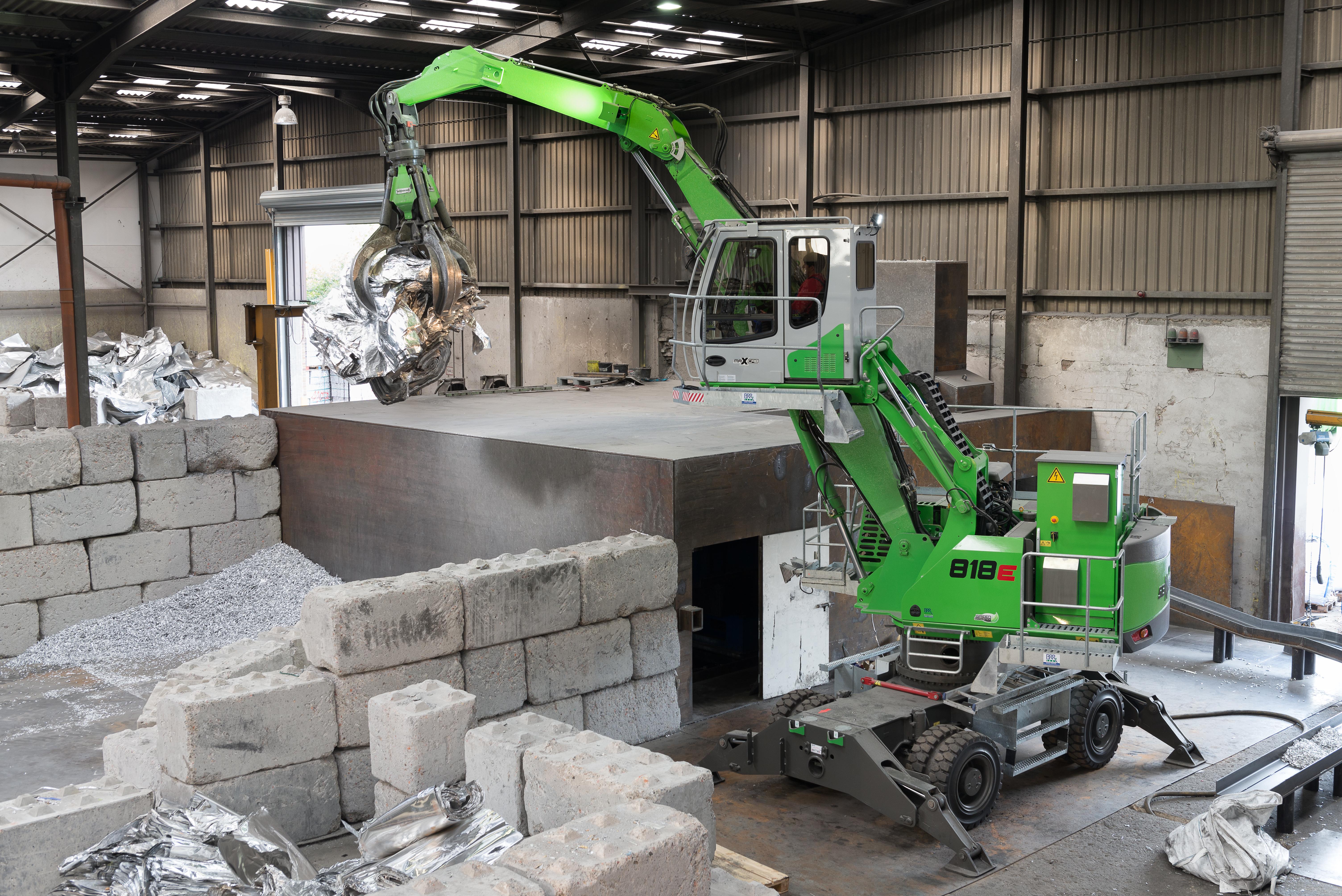 Aluminium-Recycling mit zwei SENNEBOGEN 818 Elektrobagger bei Biewer Industrie. Kosten- und emissionsreduziertes Arbeiten für einen nachhaltigen Rohstoffkreislauf.