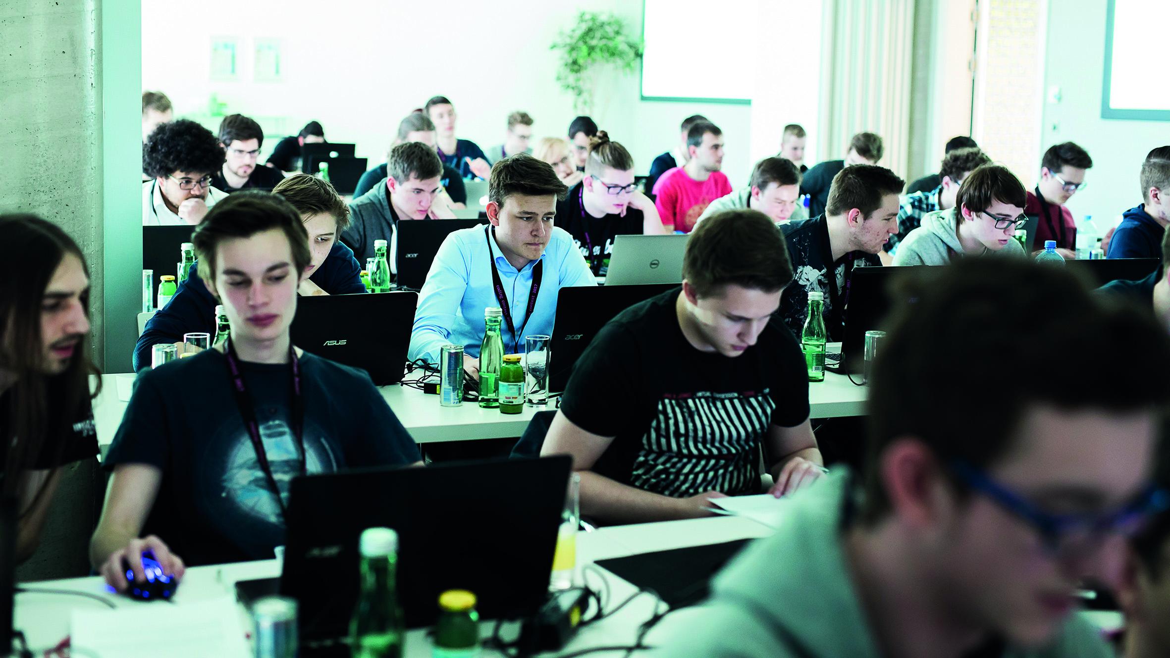 6. KNAPP Coding Contest mit Teilnehmerrekord! 87 Schüler und Studenten aus 5 Bundesländern tüftelten wieder an einer Programmieraufgabe aus der Logistik.