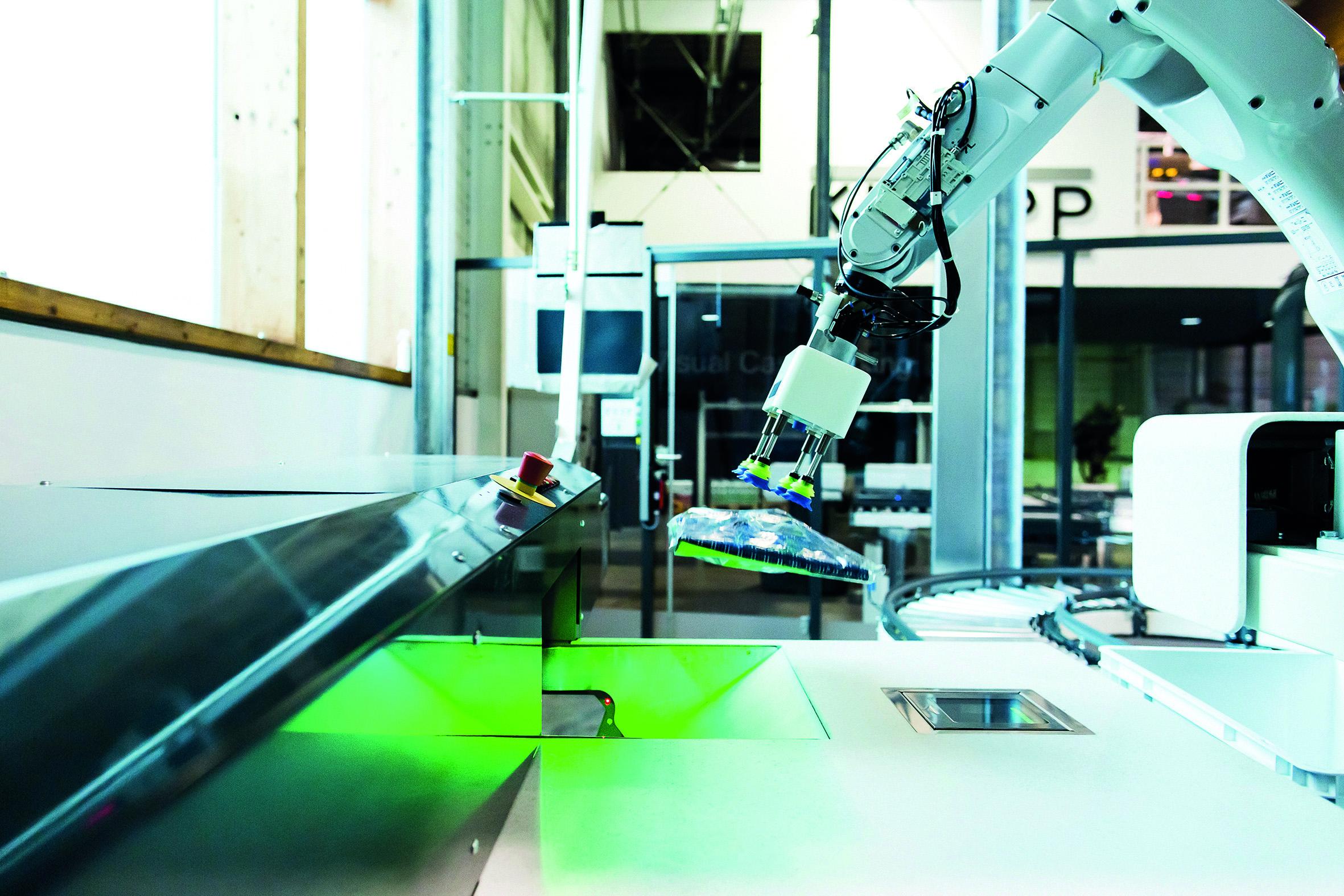 Pick-it-Easy Robot zum automatischen Kommissionieren im Fashion-Bereich.