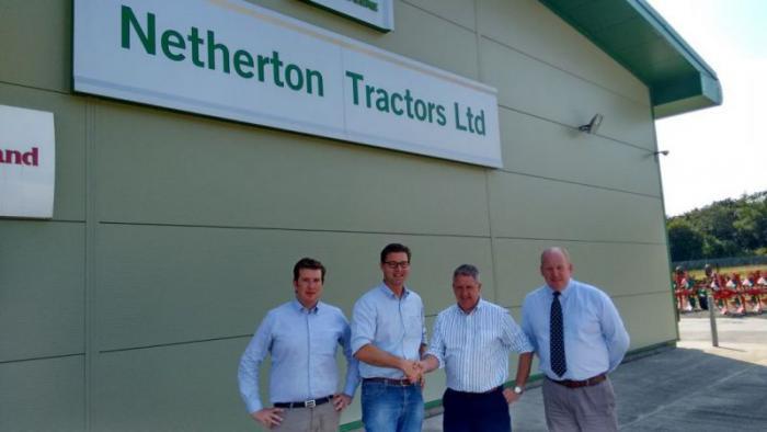 Von links nach rechts: Peter Muyssen und Karel Decramer (dewulf~miedema), Harry Barclay und Garry Smith (Netherton Tractors)
