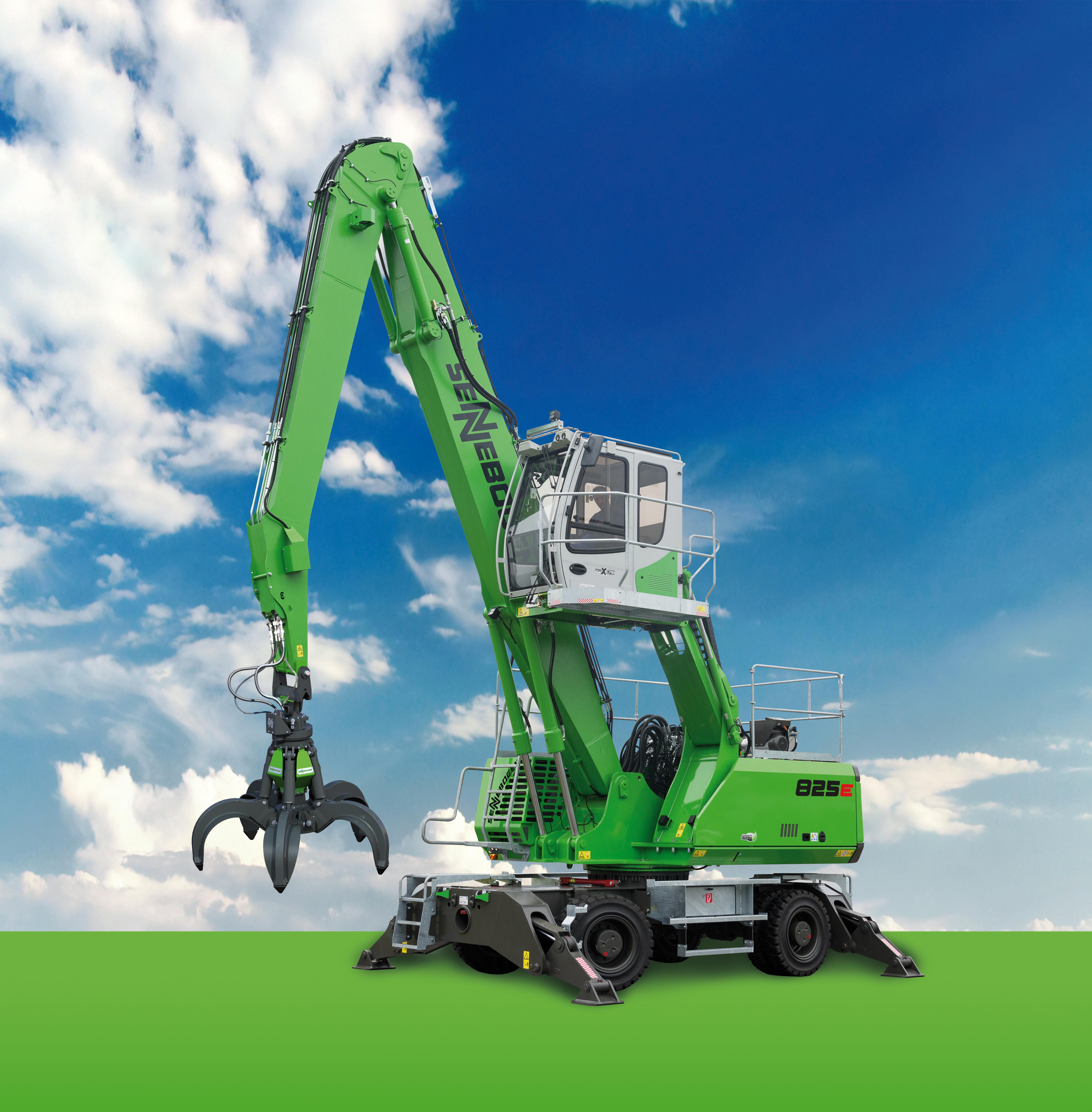 SENNEBOGEN bringt mit der neuen Generation des 825 E einen modernen Umschlagbagger auf den Markt, der mit zahlreichen Einsatzmöglichkeiten im Holzumschlag, beim Recycling oder auf dem Schrottplatz überzeugt.