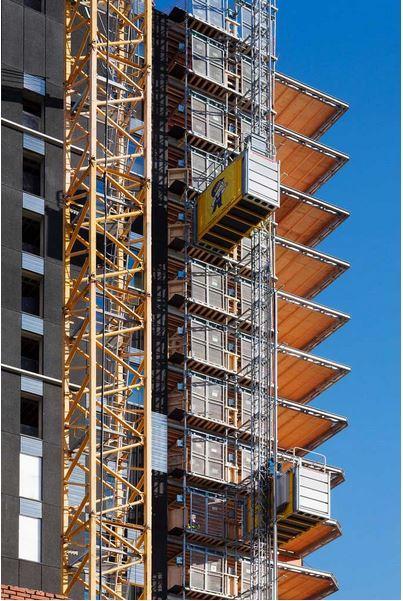 Auf der Baustelle des höchsten Hotels Finnlands werden Personen und Güter mit Bauaufzügen von Scanclimber befördert