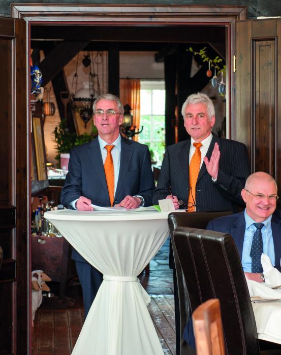 Die zweite Generation führt nun die Geschäfte. Reinhard von der Wehl und Hermann von der Wehl (v.l.) bei der Jubiläumsfeier
