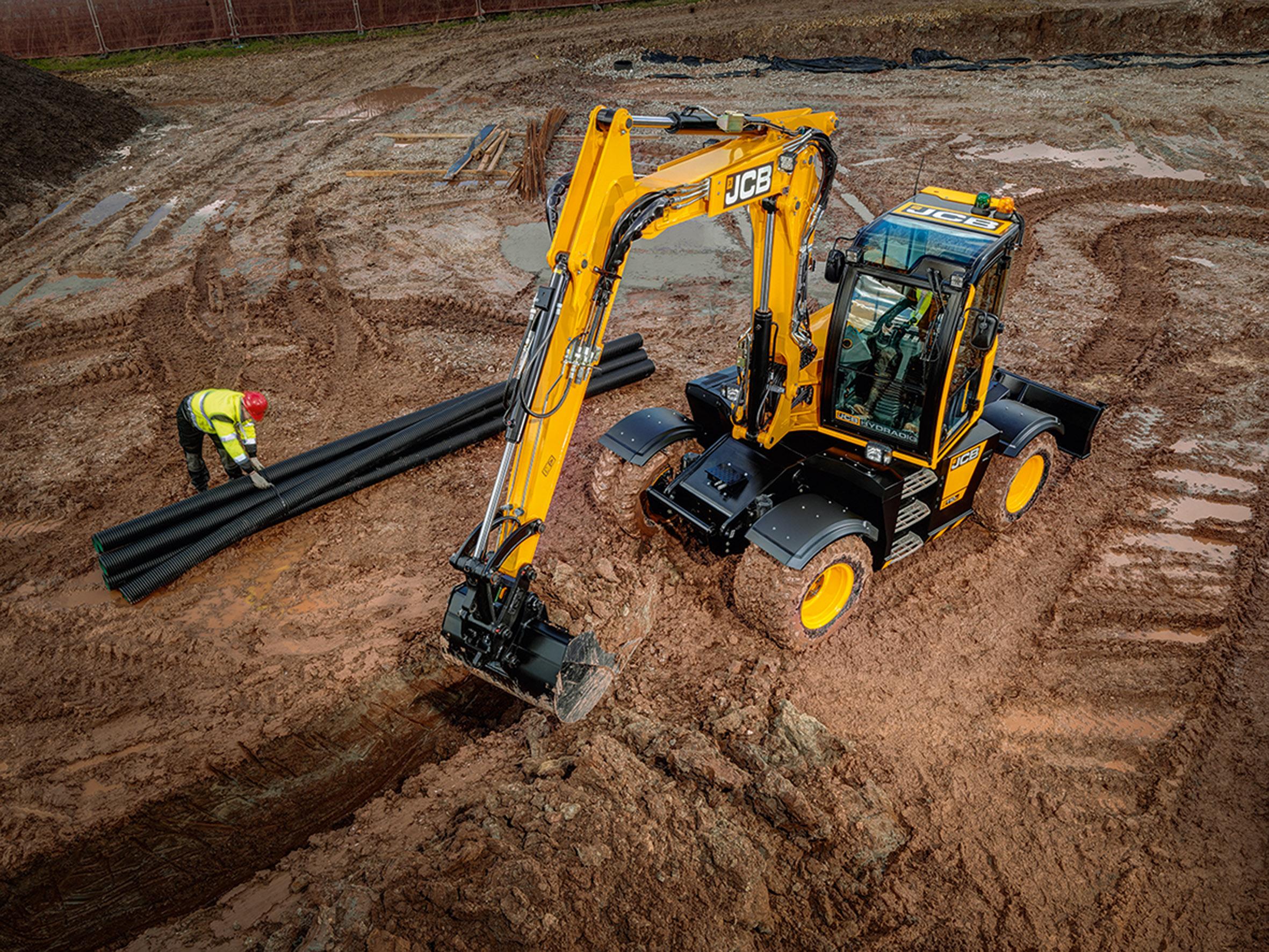 Sämtliche Arbeiten beim Kanalbau vom Graben ziehen über Rohrverlegung bis zum Verfüllen erledigt der Hydradig präzise und schnell.