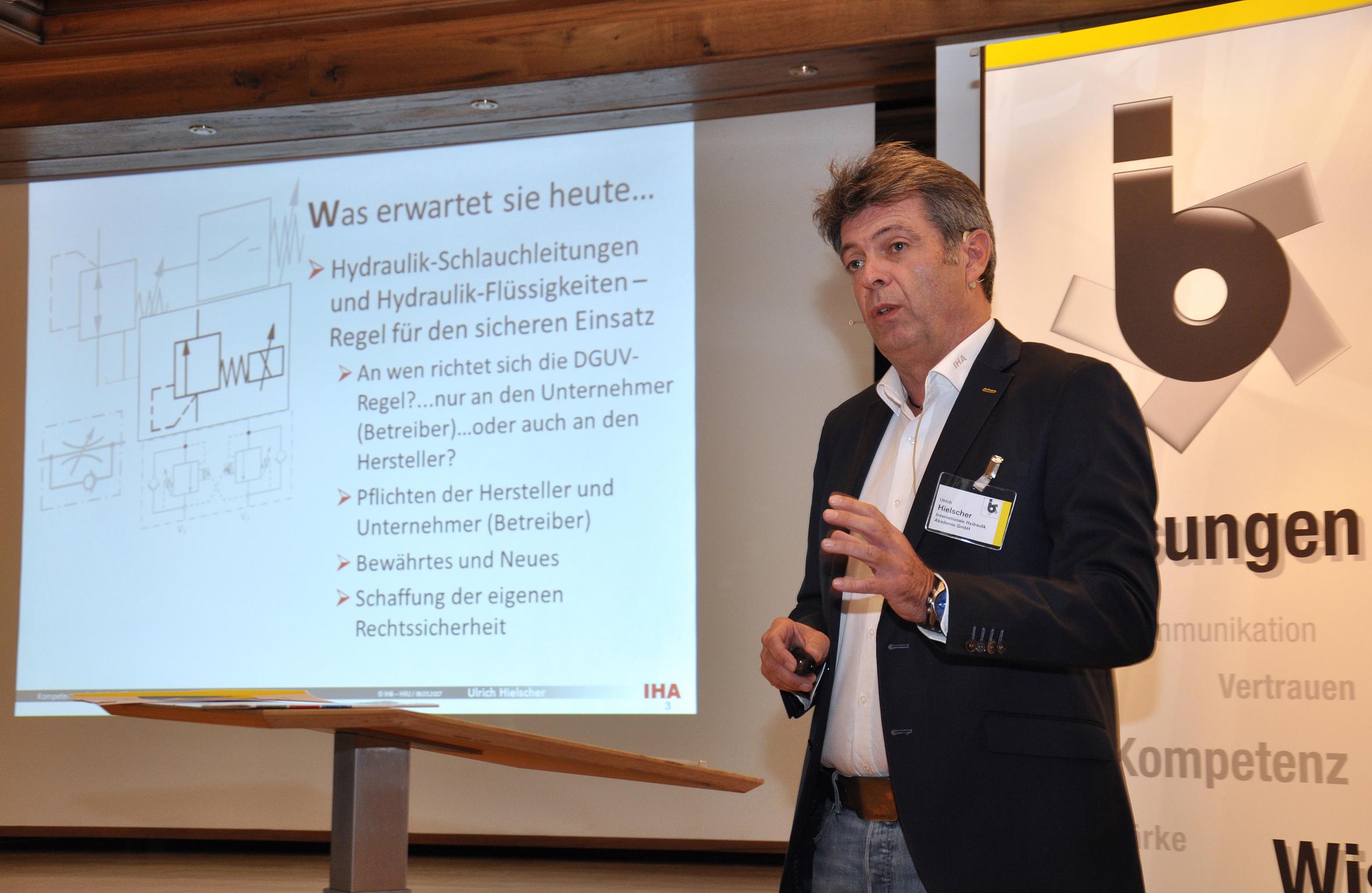 Ulrich Hielscher, Internationale Hydraulik-Akademie GmbH: Ein professioneller Umgang mit Hydraulikschlauchleitungen ist essentieller Bestandteil der Risikominimierung im Unternehmen. © bbi