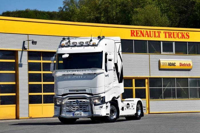 """Mike Cohnen, bekannt aus der TV-Serie """"Asphalt Cowboys"""", ist ab sofort mit einem Renault Trucks T 520 unterwegs."""