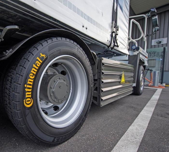 Der umweltfreundliche eTruck ist auf rollwiderstandsoptimierten und laufleistungsstarken Reifen der Linien Conti EcoPlus und Conti Hybrid unterwegs und mit dem integrierten Reifendruckkontrollsystem ContiPressureCheck™ ausgestattet.