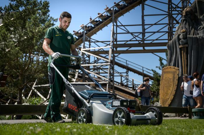 Europa-Park in Rust setzt bei der professionellen Gartenpflege auf Akku-Technologie von Bosch