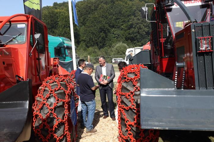Dan Popescu, Staatssekretär im Ministerium für Umwelt, Wasser- und Forstwirtschaft Rumäniens, besuchte die Ausstellung.