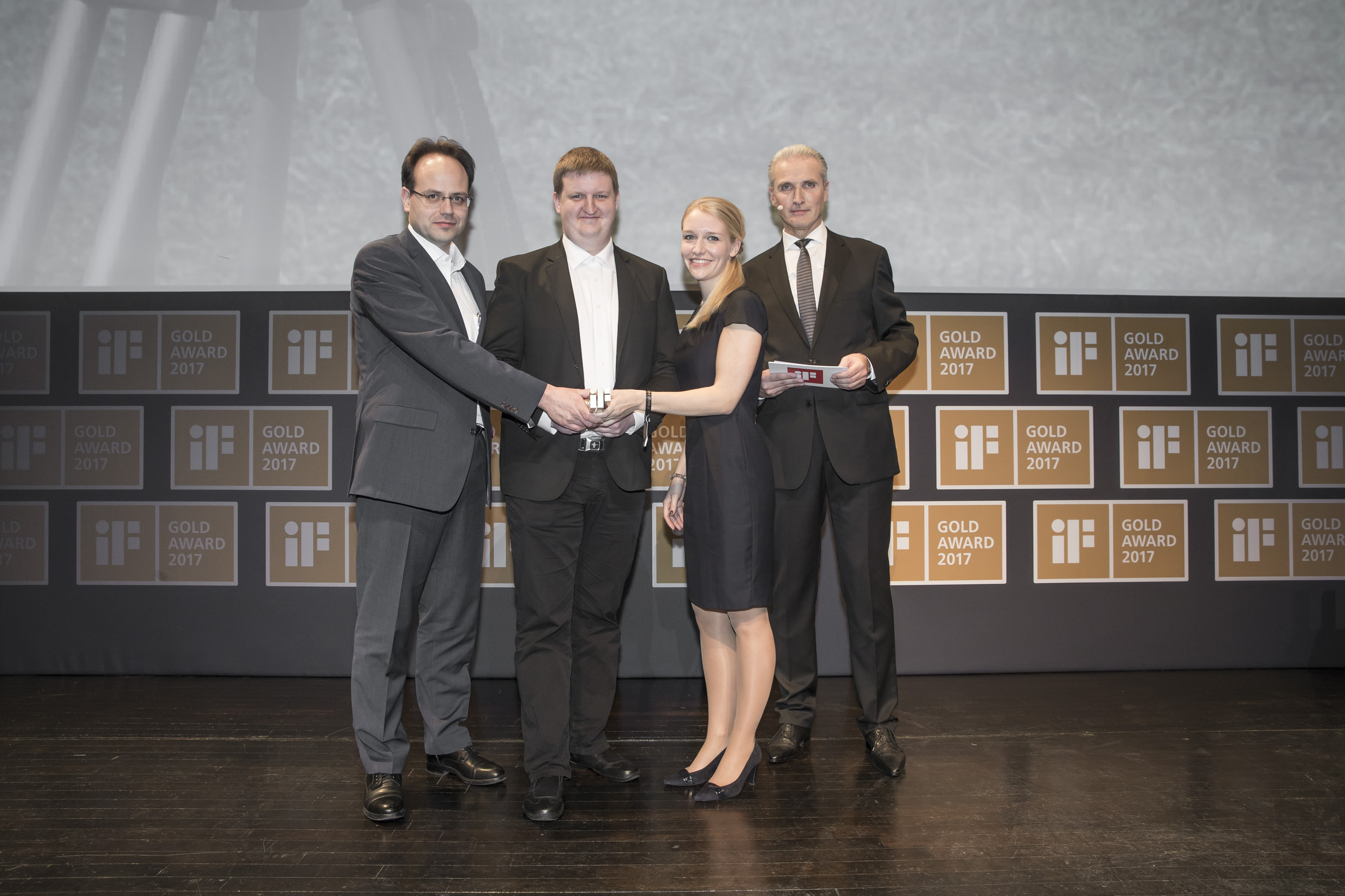 The mobile GPS radio station, RTK FIELD BASE, won gold; from left: Christian Radons (Managing Director, CLAAS E-Systems), Kalle Weiland (System and Software Steering, Precision Applications, CLAAS E-Systems) and Caren Fischer (Marketing, CLAAS E-Systems) received the prize.