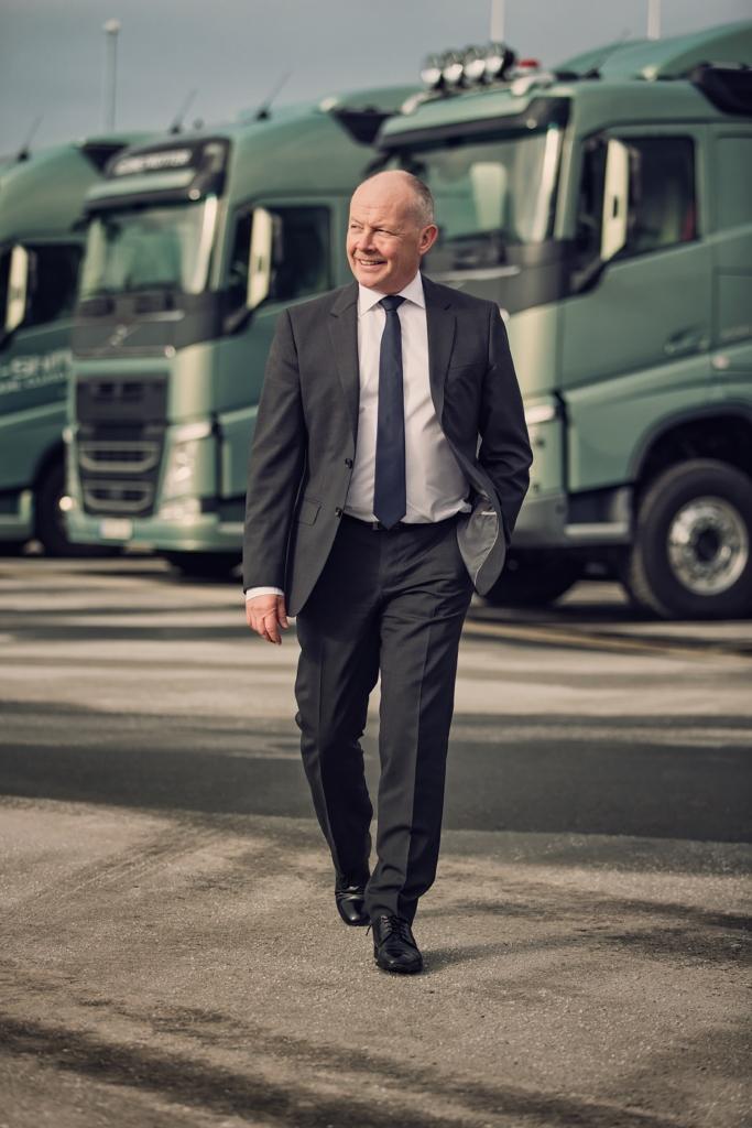 Volvo Trucks CEO Claes Nilsson glaubt, dass Elektromobilität und Hybridtechnologie eine wichtige Rolle spielen werden, was die Verbreitung nachhaltigerer Transportlösungen anbelangt.