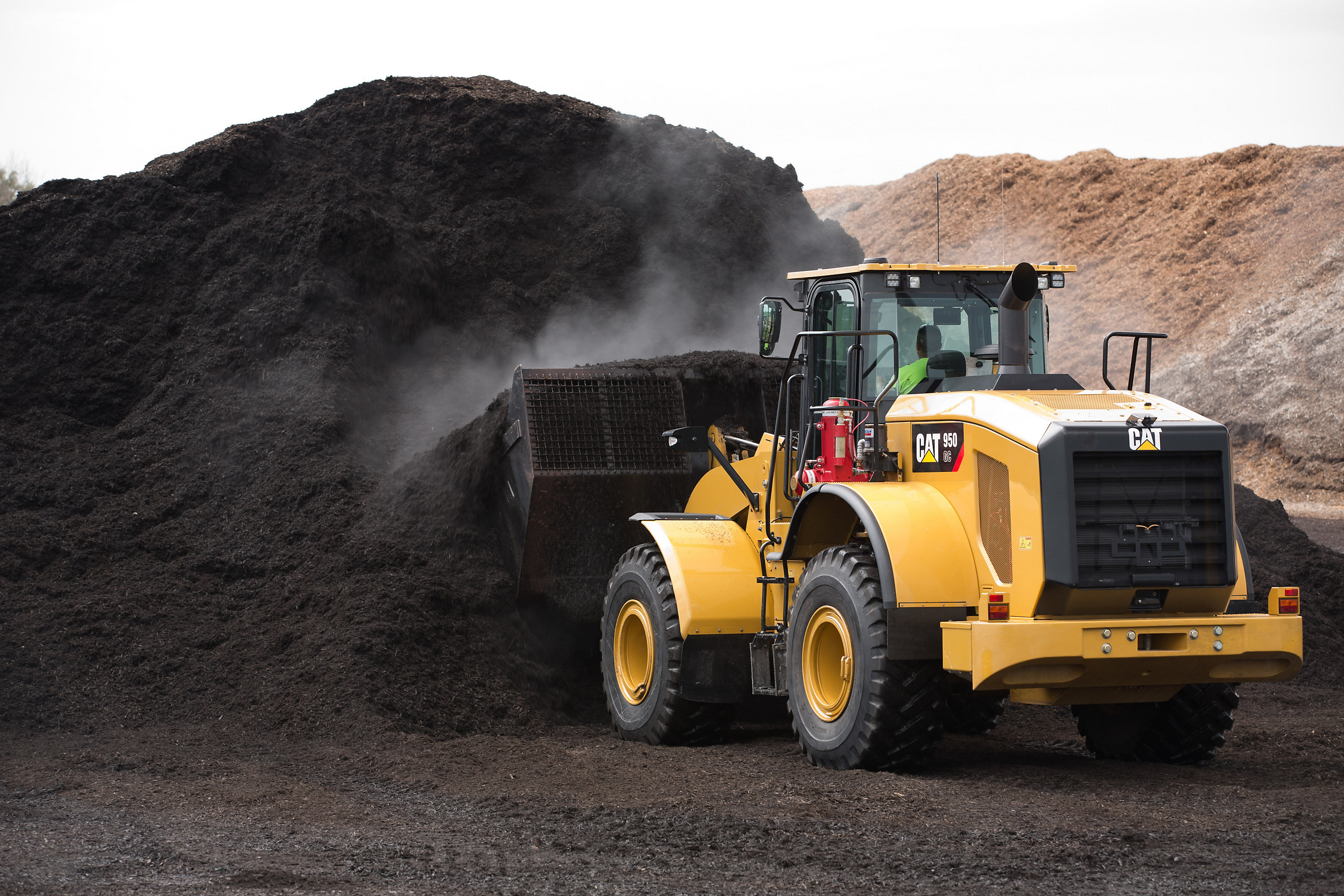 Proven Cat® 950 GC wheel loader expands choices for North American and European Customers