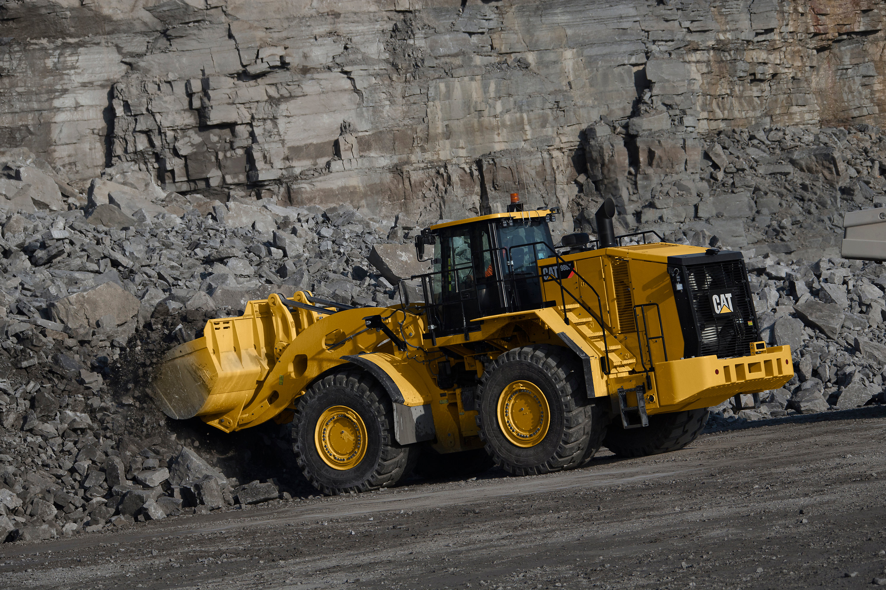 New Cat® 986K wheel loader delivers significant efficiency increases for low cost-per-ton operation