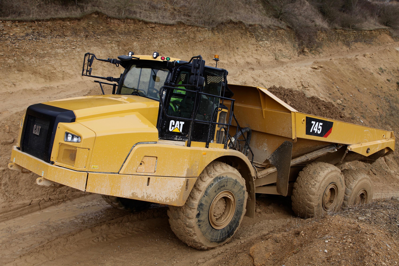 Fahrerkabine der nächsten Generation, Fahrkomfort dank moderner Muldenkipper-Steuerungsfunktionen sowie Produktivitätssteigerung beim neuen knickgelenkten Muldenkipper Cat® 745