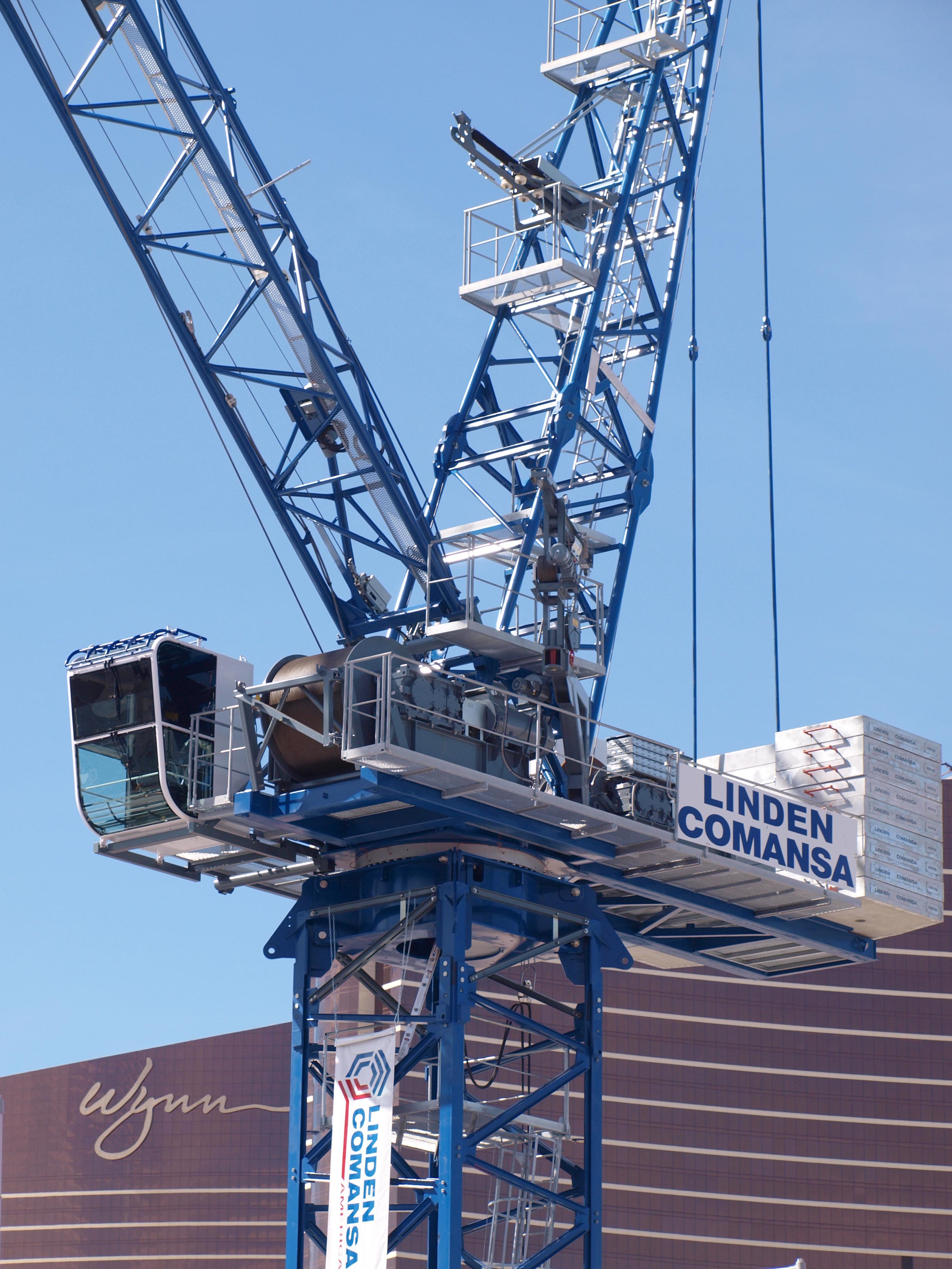 Linden Comansa displayed in Las Vegas a luffing-jib tower crane model LCL310.