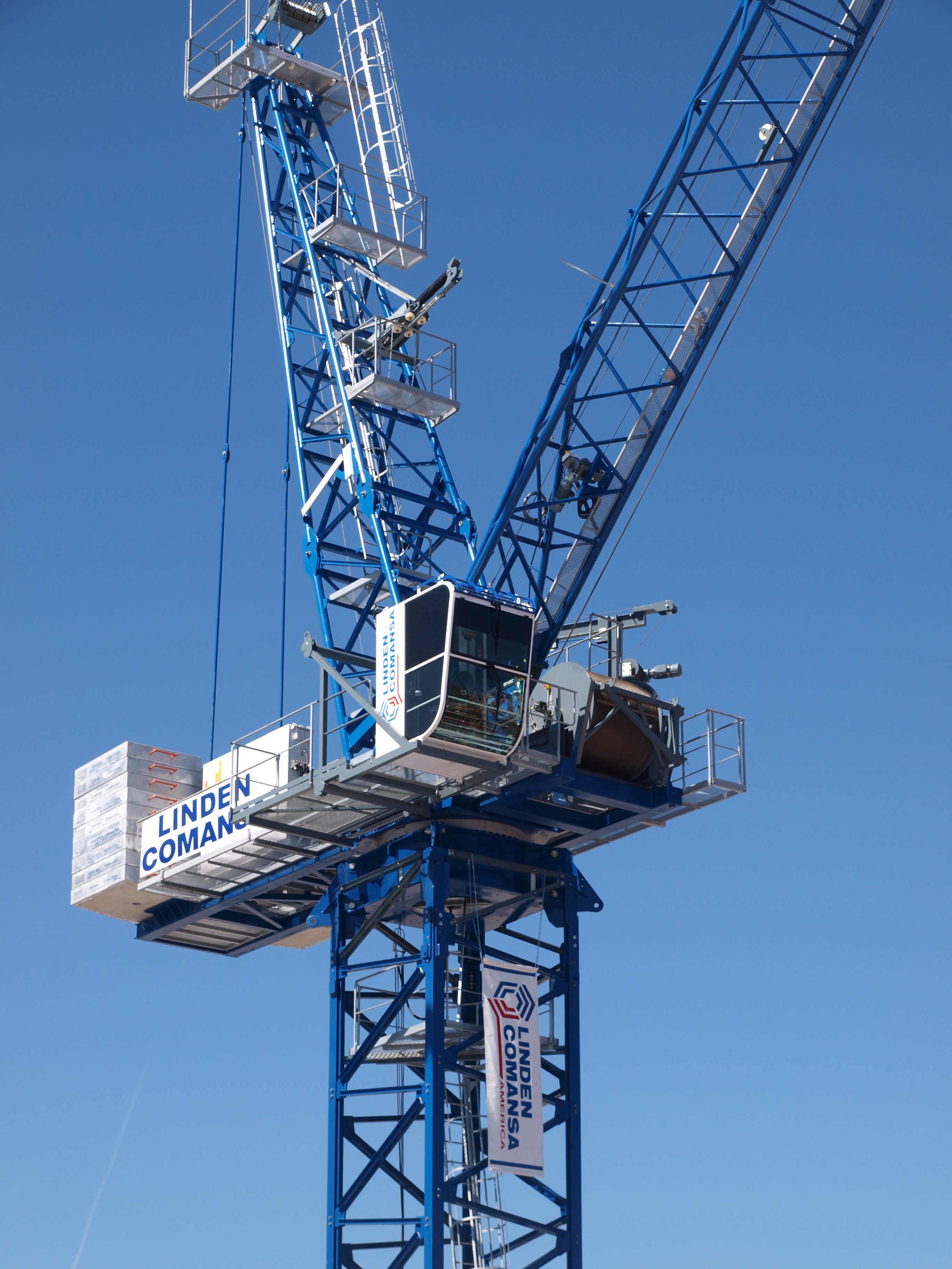 The LCL310 crane helped to make the market aware of the luffing-jib product line by Linden Comansa, consisting of 14 models.