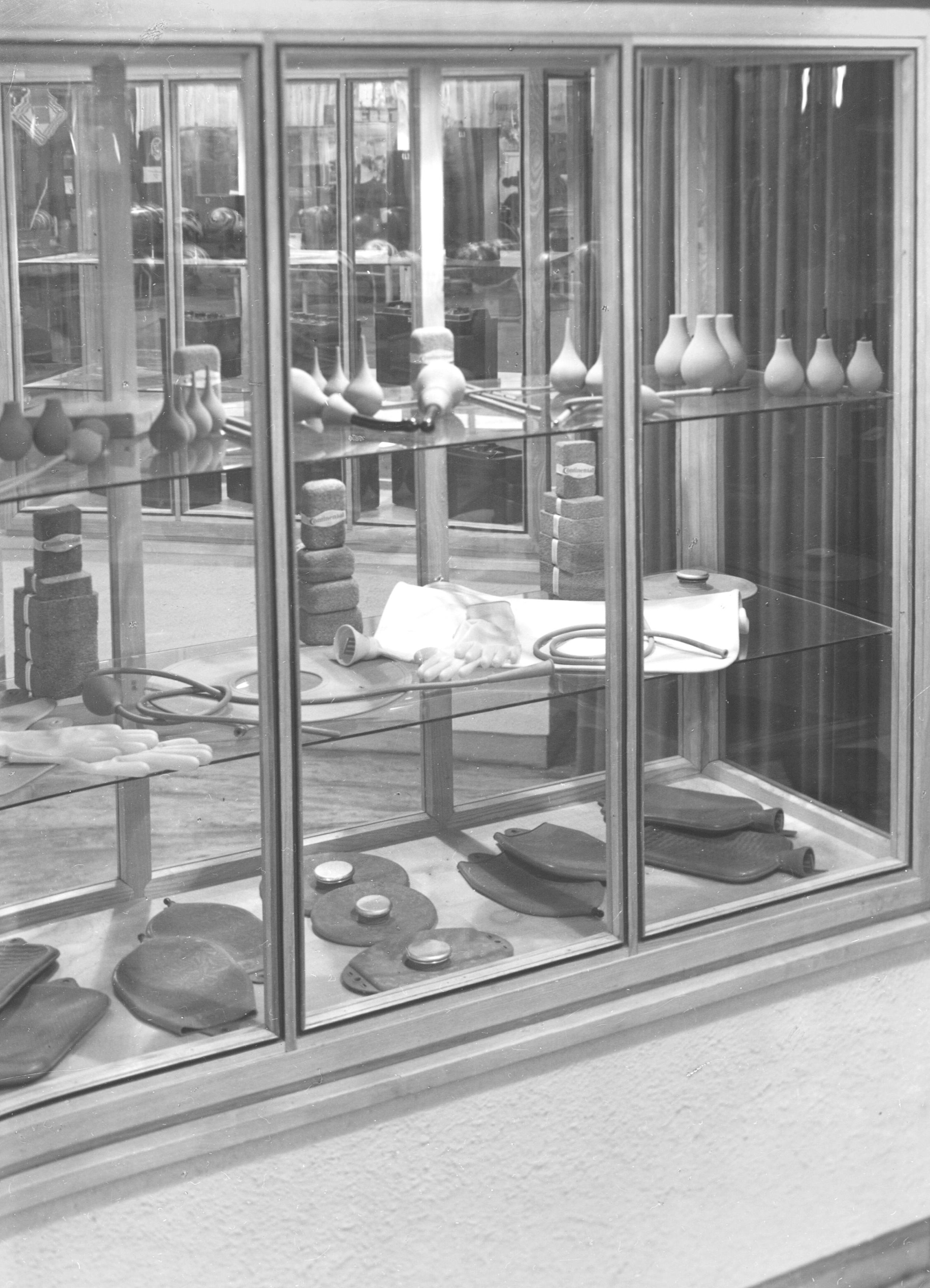 """Während den Besuchern der """"Export-Messe 1947 Hannover"""" noch technische Kautschukprodukte wie Wärmflaschen, Gummihandschuhe für Haushalt und Industrie oder Aufsätze für Pipetten präsentiert wurden, stehen beim Technologieunternehmen Continental 2017 intelligente und miteinander vernetzbare Produkte und Systeme für industrielle Anwendungen im Fokus. Foto: Continental"""