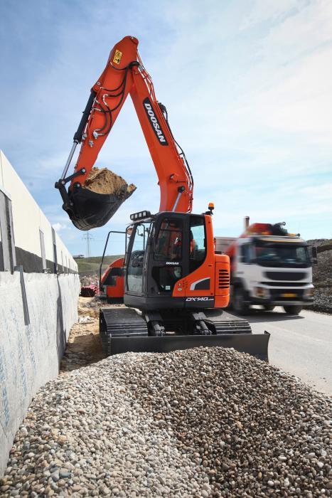 Neue StufeIV-konformer 15-Tonnen-Doosan-Bagger mit reduziertem Heckschwenkradius