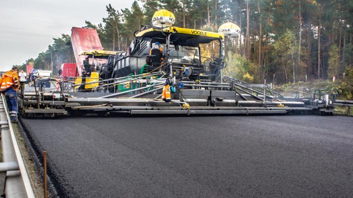 Die SB 300 TP1 lieferte auf 15,50 m absolut homogene Einbauqualität.