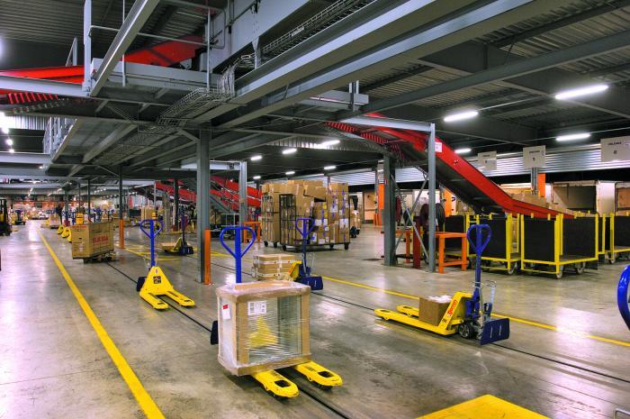 Logistikautomatisierung und Unterflurkettenanlagen sind weitere Messethemen von Egemin.