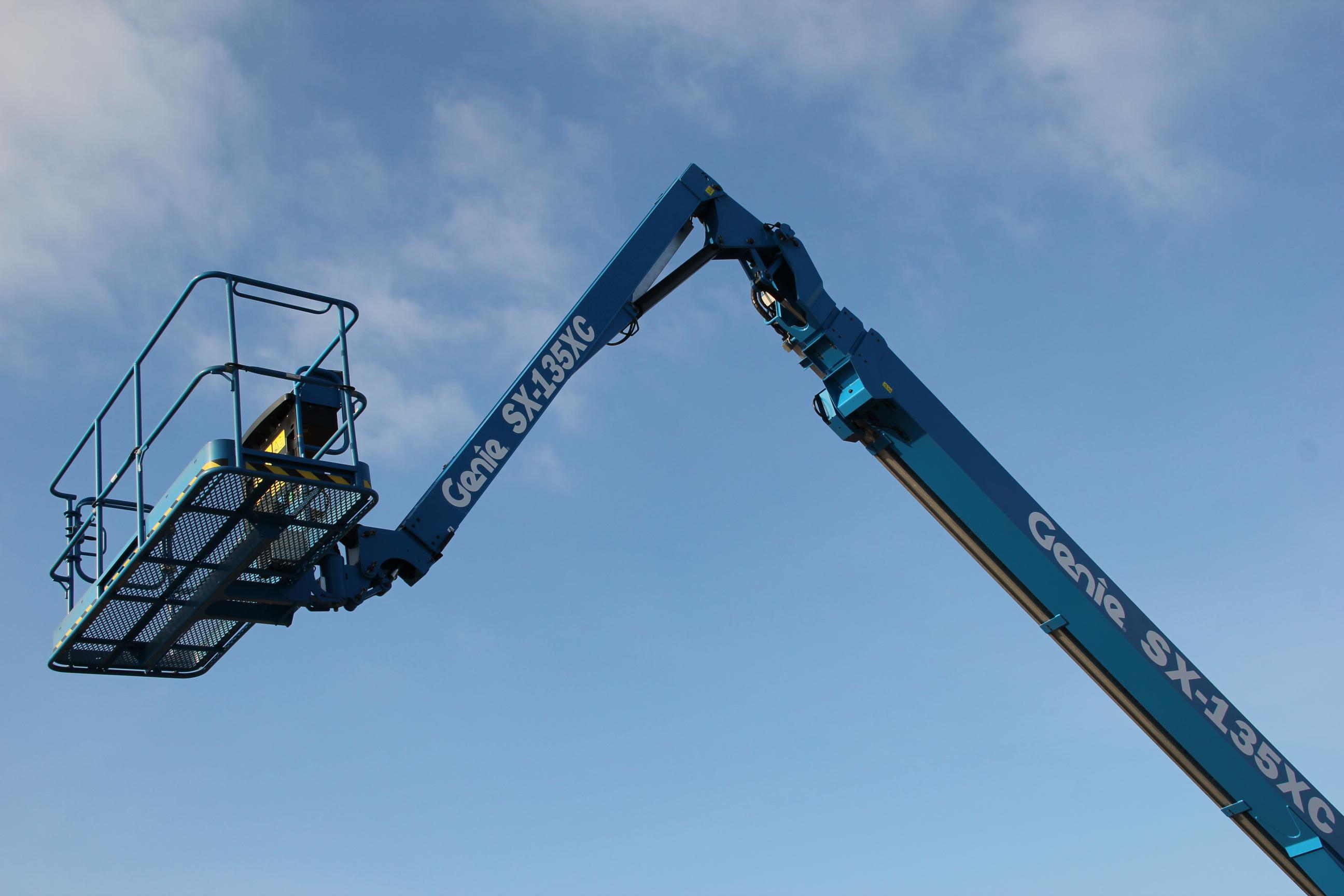 """Steiness Liftcenter erhält als erstes Europäisches Unternehmen die neue """"Extra starke"""" Genie® SX-135XC Teleskoparbeitsbühne"""