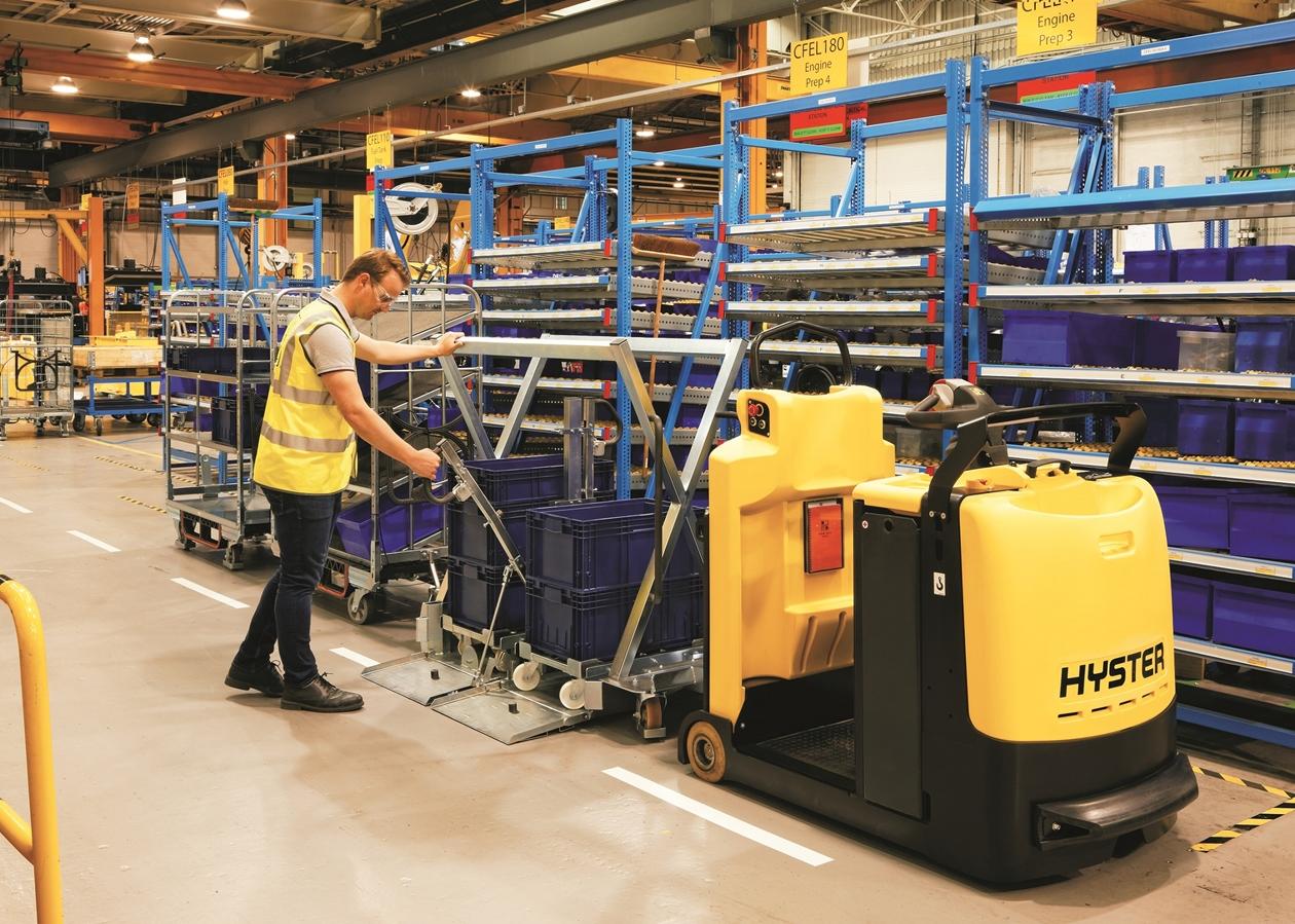 Mit dem neuen Hyster Routenzug können Lasten auf verschiedenen Wagen Just-in-time transportiert werden. Foto: Hyster