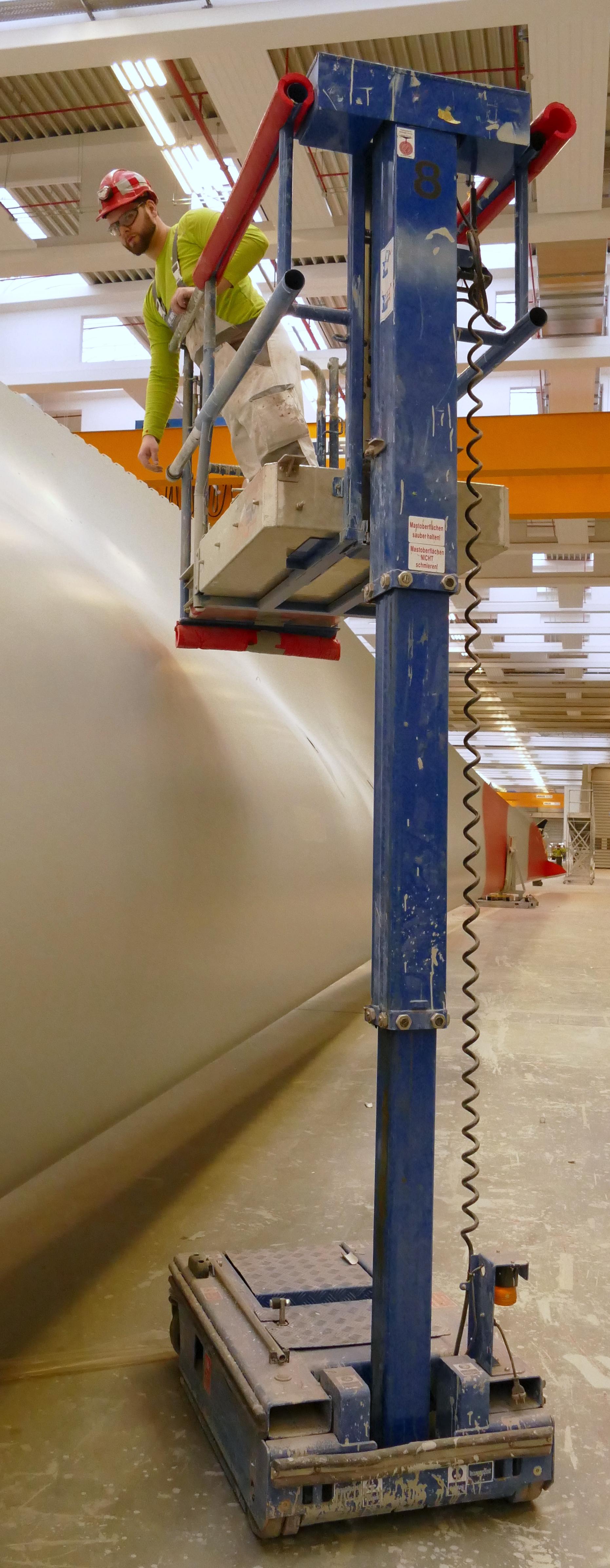 Die JLG Power Towers Arbeitsbühne 830 SP + macht das Arbeiten leichter und sicherer
