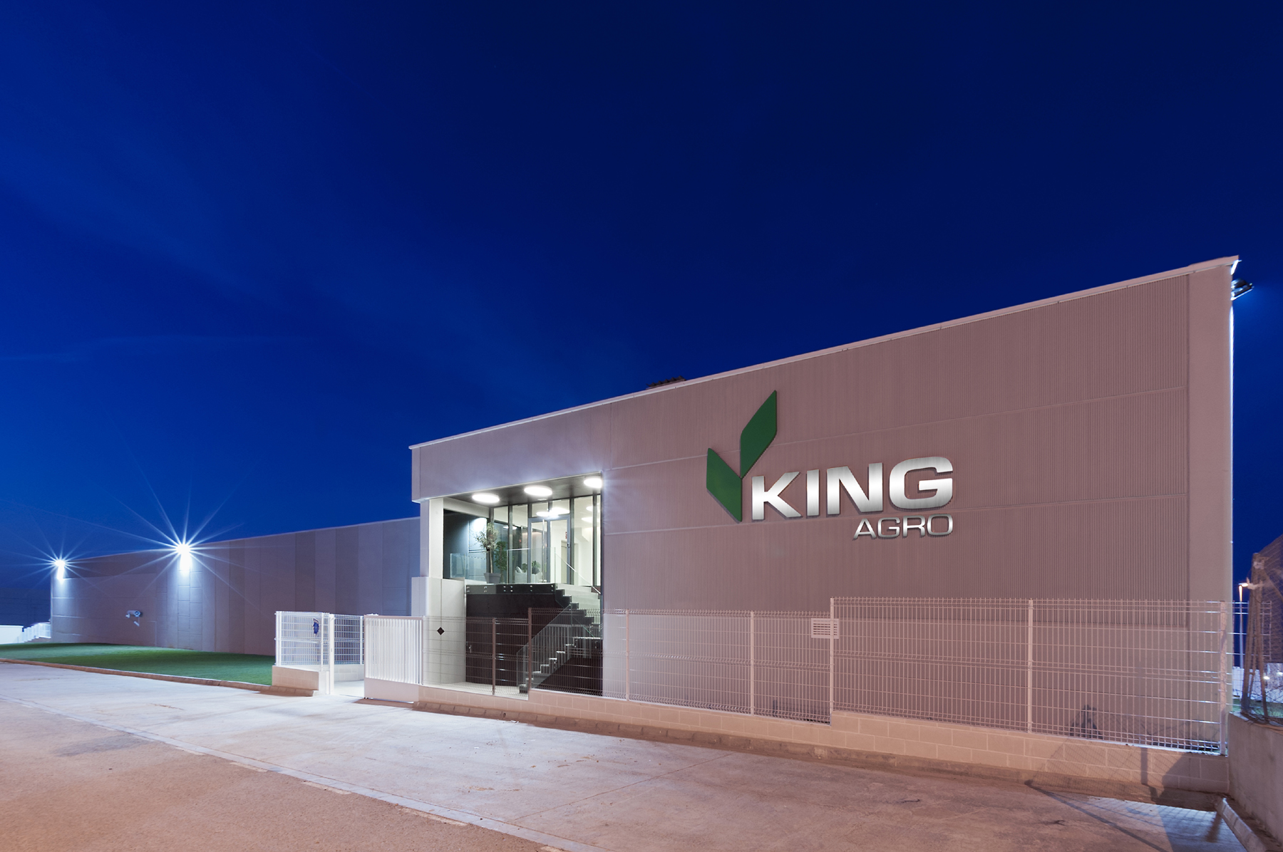 King Agro's new carbon fibre spray boom manufacturing facility in Spain, and a view of the manufacturing process.