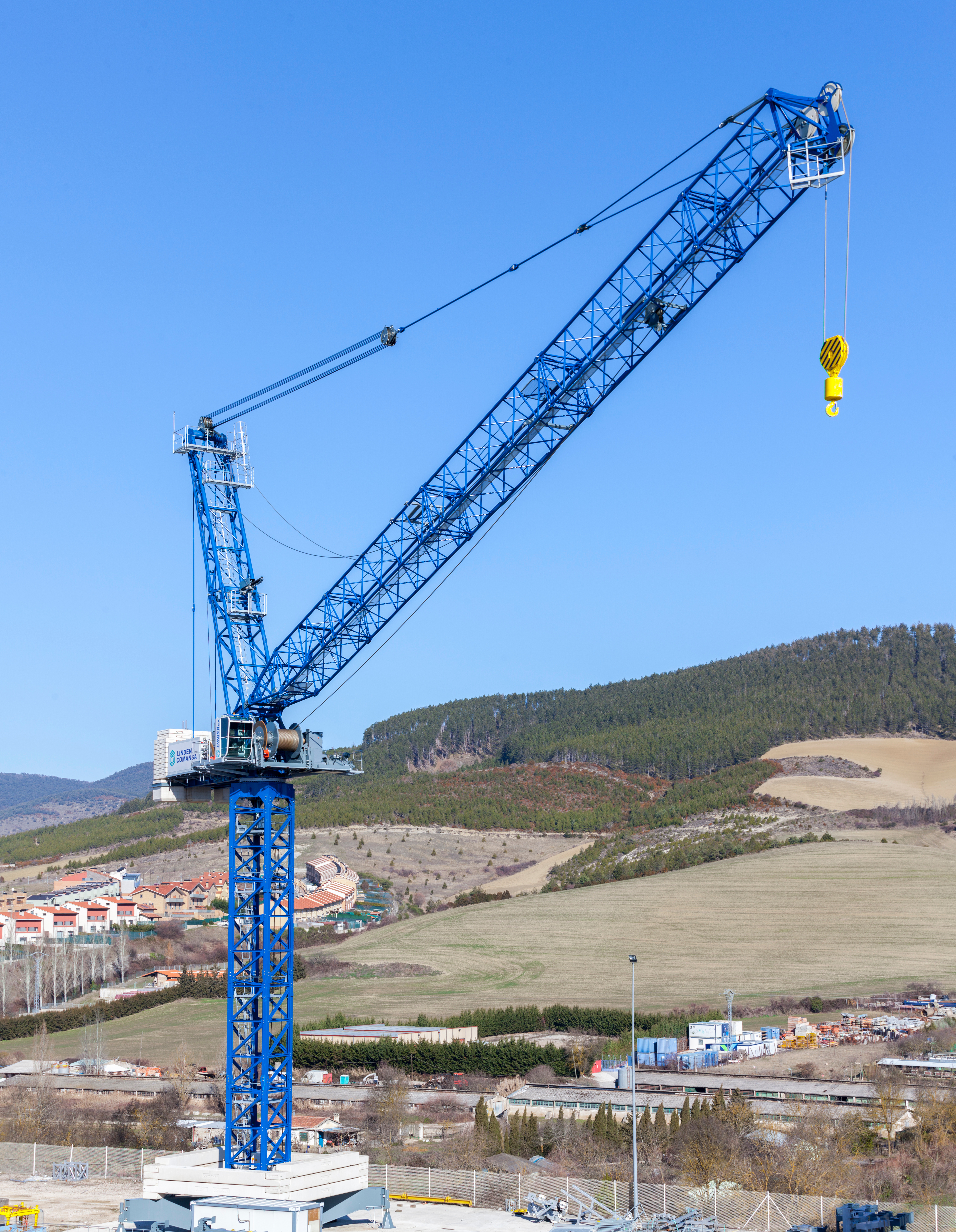 New LCL700 luffing-jib crane from Linden Comansa | LECTURA Press