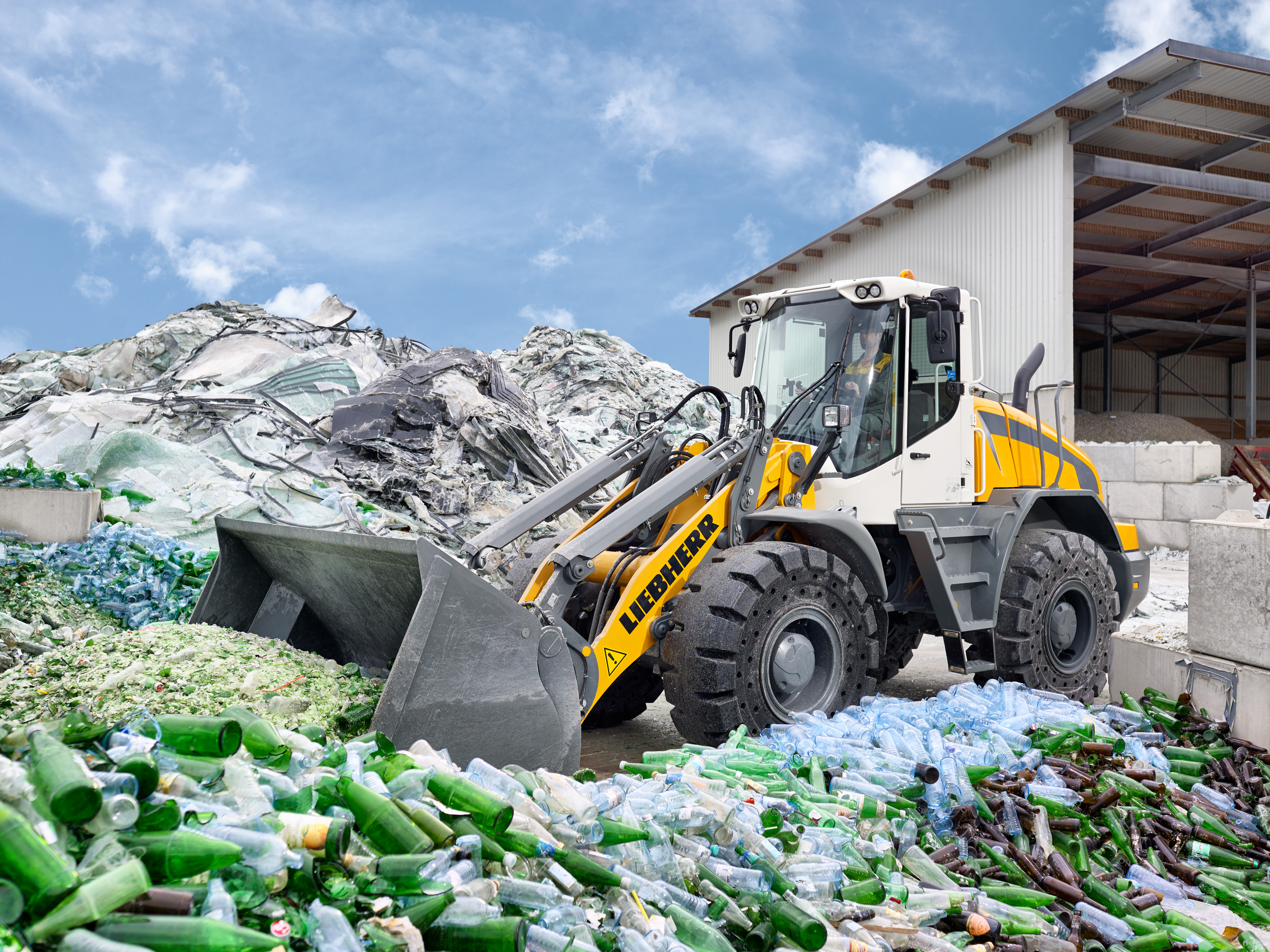 The new Liebherr L 538 all-rounder wheel loader provides high productivity in construction applications.