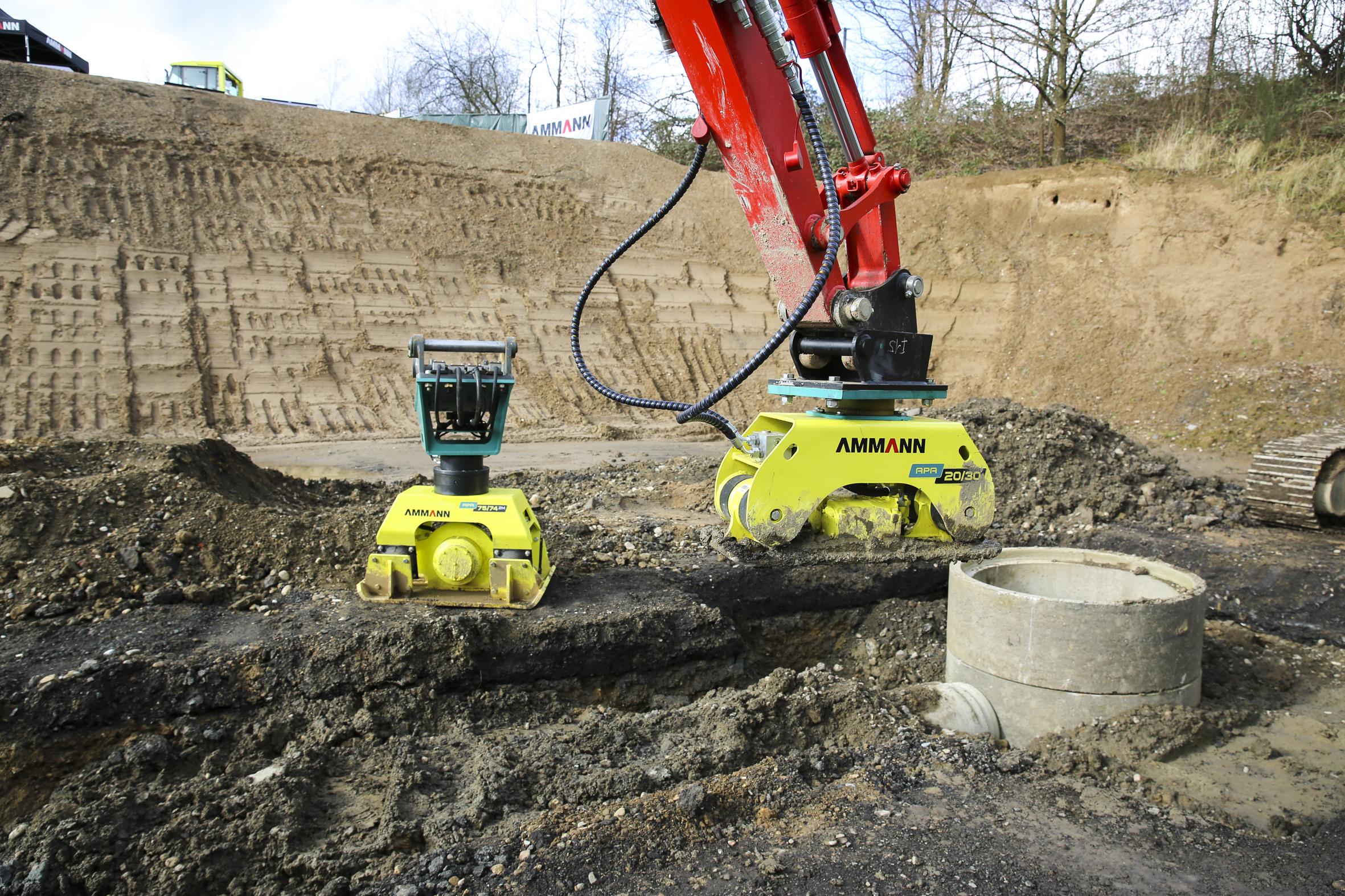 Die Anbauverdichter zur Montage am Bagger sind mit einem Ammann-patentierten Vibrationsbegrenzungssystem ausgestattet und verdichten an unzugänglichen Stellen.