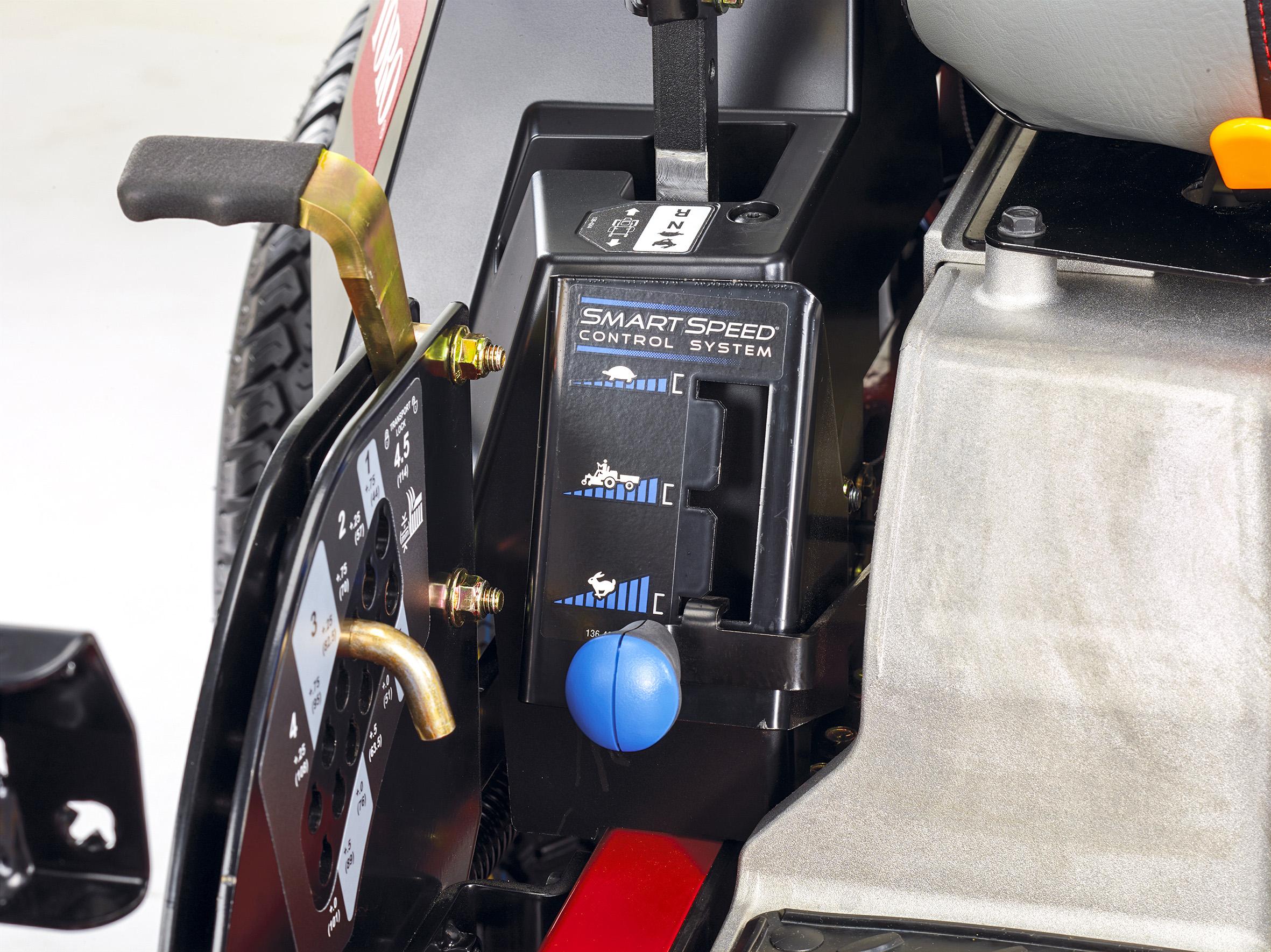 Je nach Aufgabe stehen drei Arbeitsgeschwindigkeiten zur Auswahl: Mähbetrieb für maximale Präzision (langsam), Mähbetrieb für maximale Mähgeschwindigkeit (schnell) und Zug-Betrieb für Anbaugeräte.