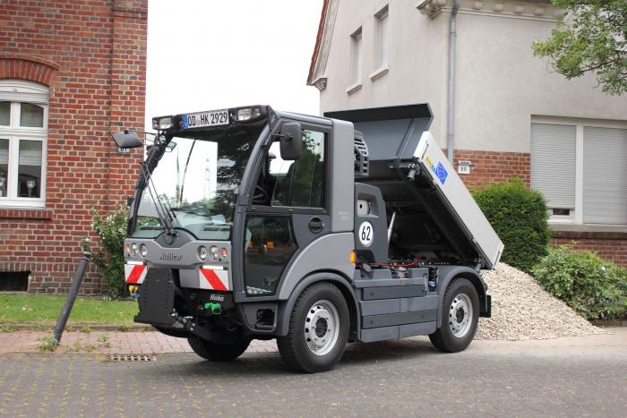 The Multicar M29 is the optimal vehicle for working in confined spaces. With a width of only 1.32 metres, the multi-talent can access even narrow streets or service roads - with a payload of up to 3.2 tons!
