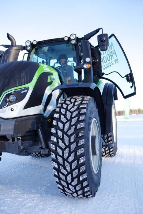 Nokian-Reifen fahren Weltrekord mit Traktor: 130,165 km/h Foto: Nokian Tyres