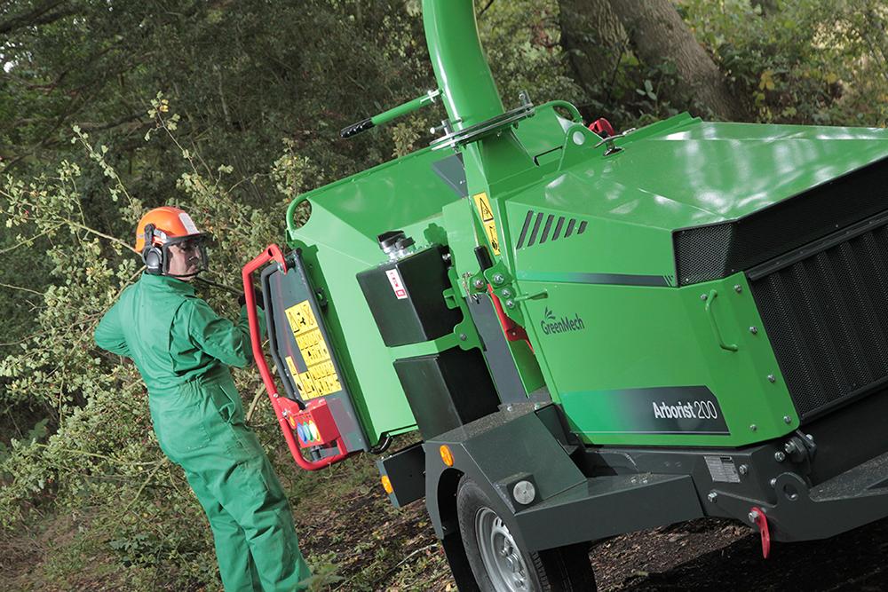 Zuverlässig und ausdauernd verarbeitet der neue Arborist 200 von GreenMech Grünschnitt mit bis zu 200 mm Stammdurchmesser.