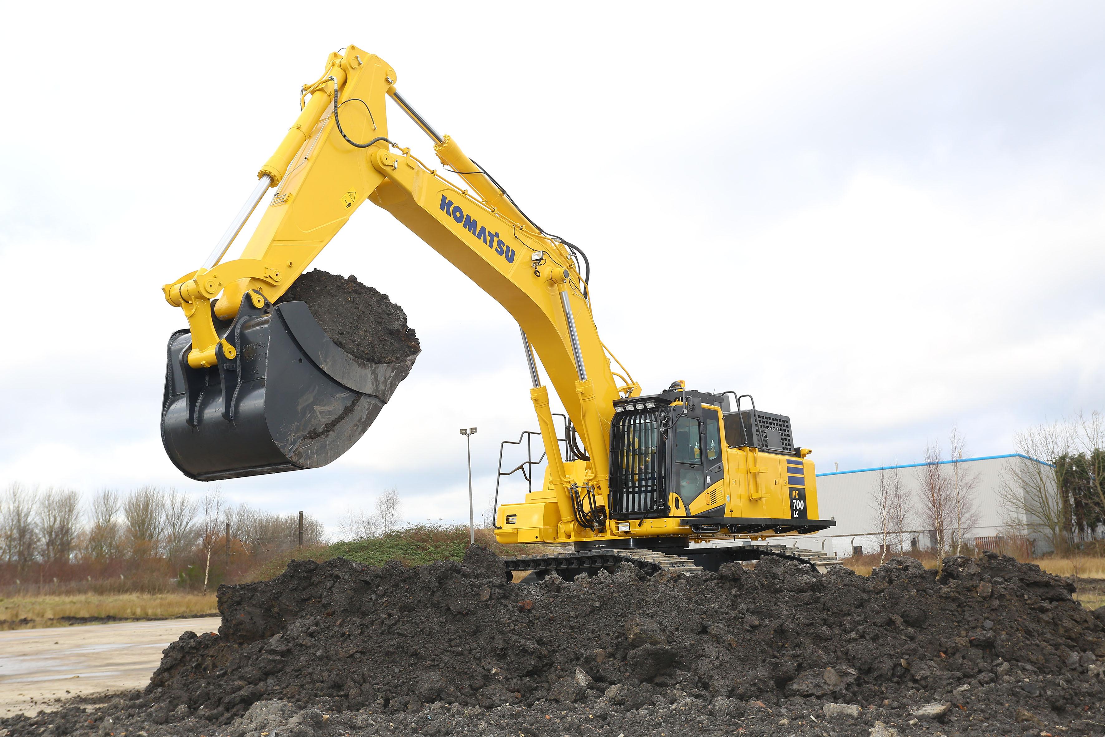 Komatsu PC700LC‐11 hydraulic excavator